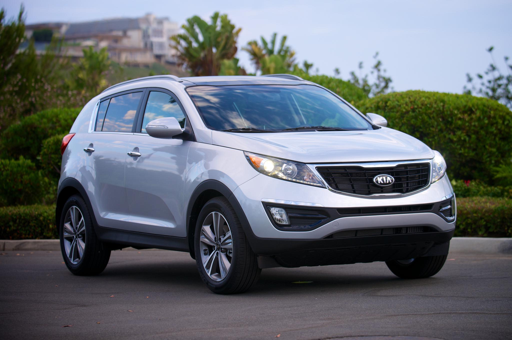 2014 Kia Sportage Front Three Quarters 11
