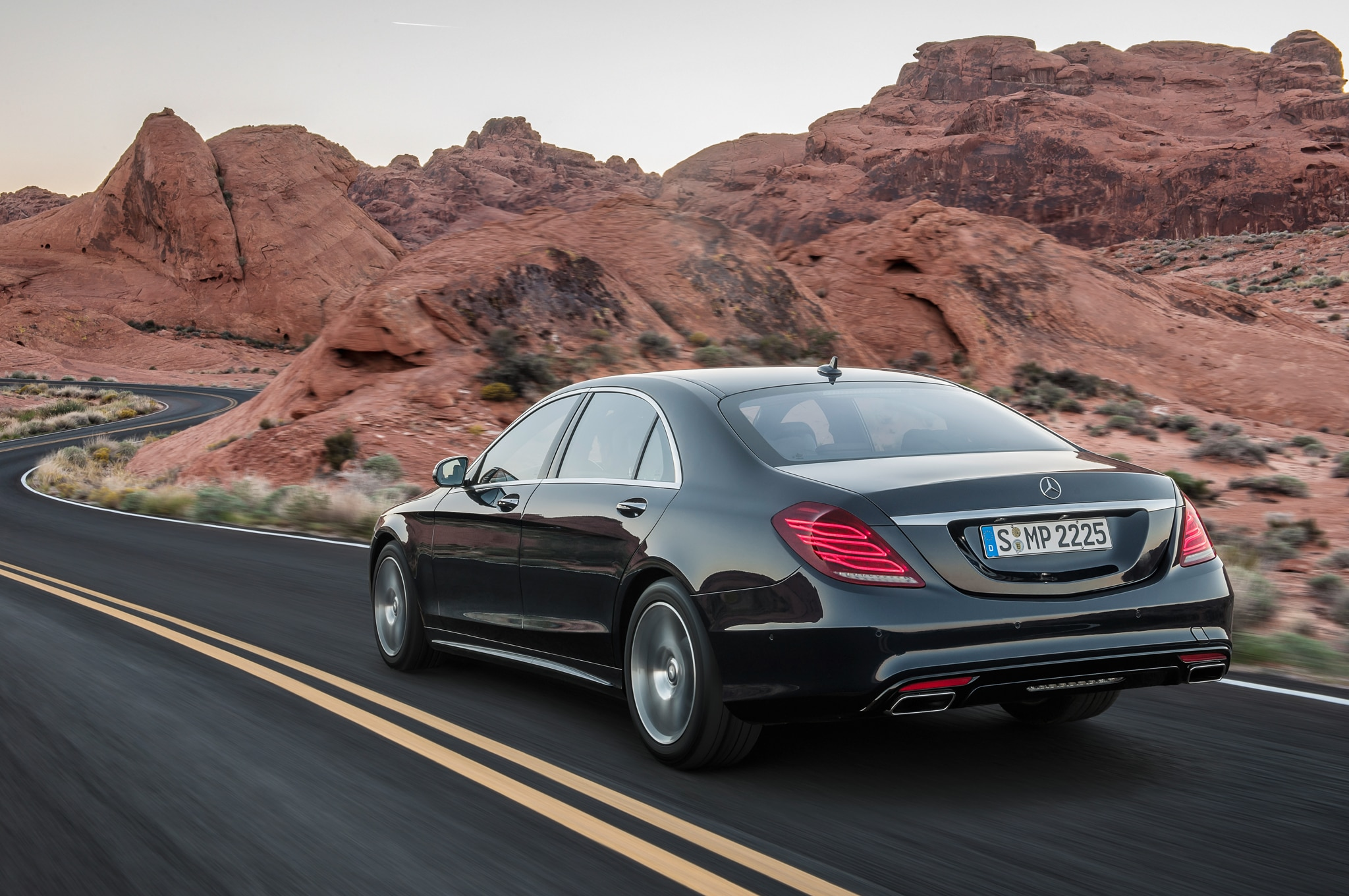 2014 Mercedes Benz S550 Rear Angle1
