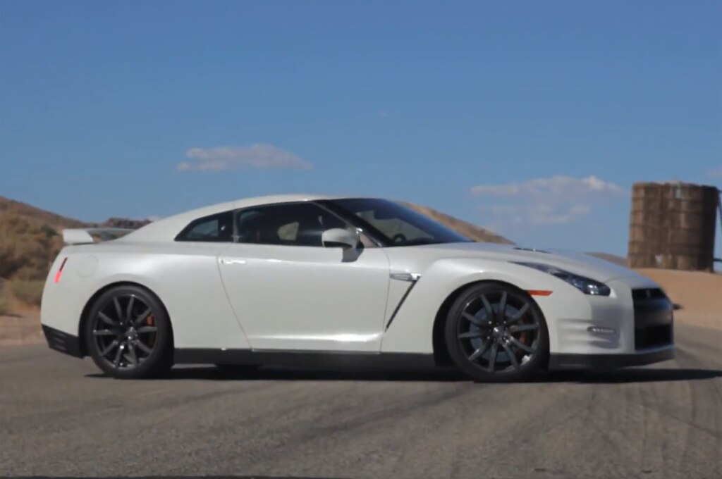 2014 Nissan Gt R Side View1