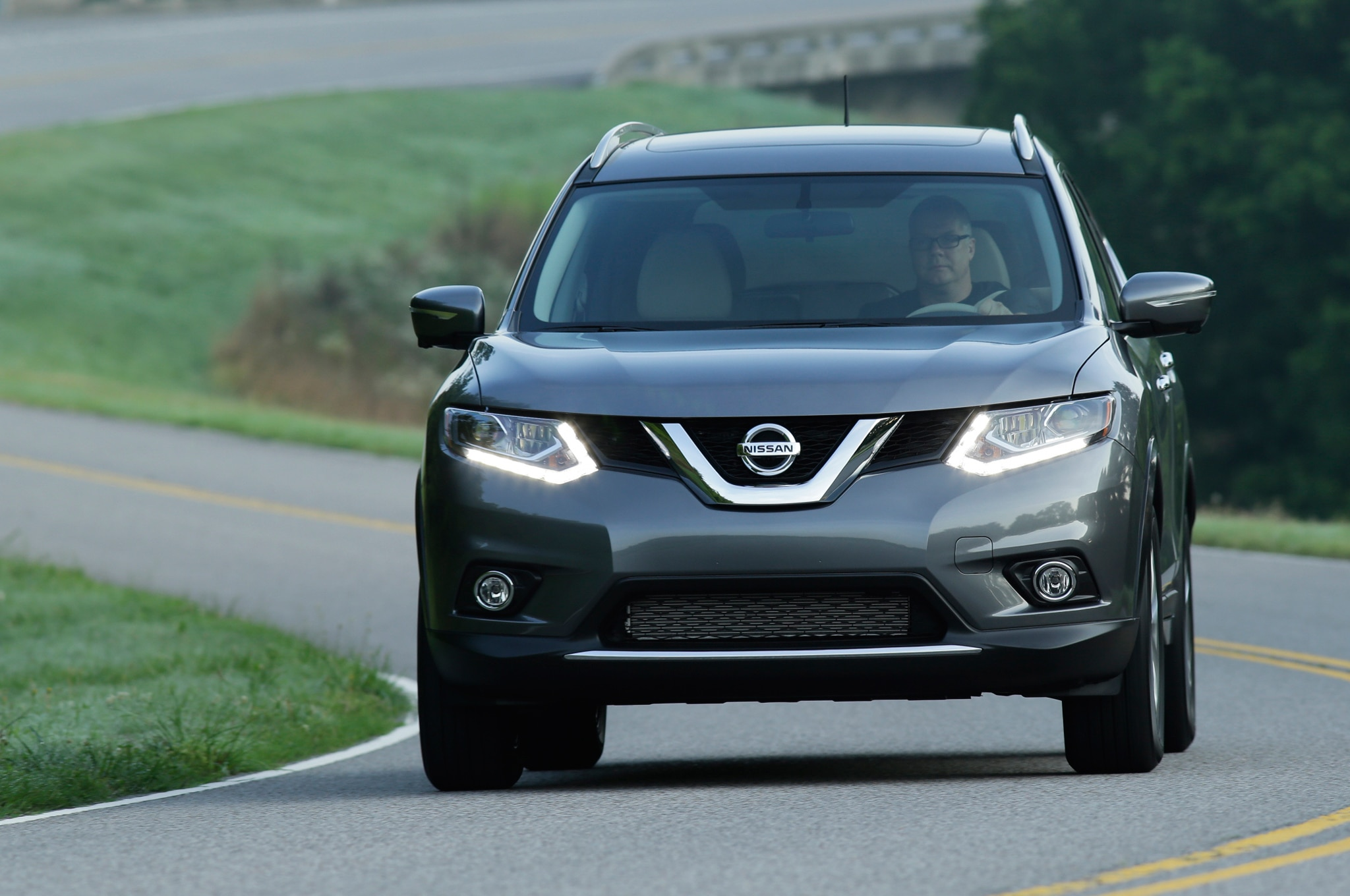 2014 Nissan Rogue Front Motion1