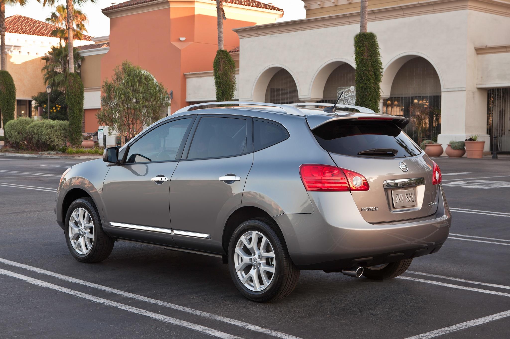 2014 Nissan Rogue Select Rear Angle1