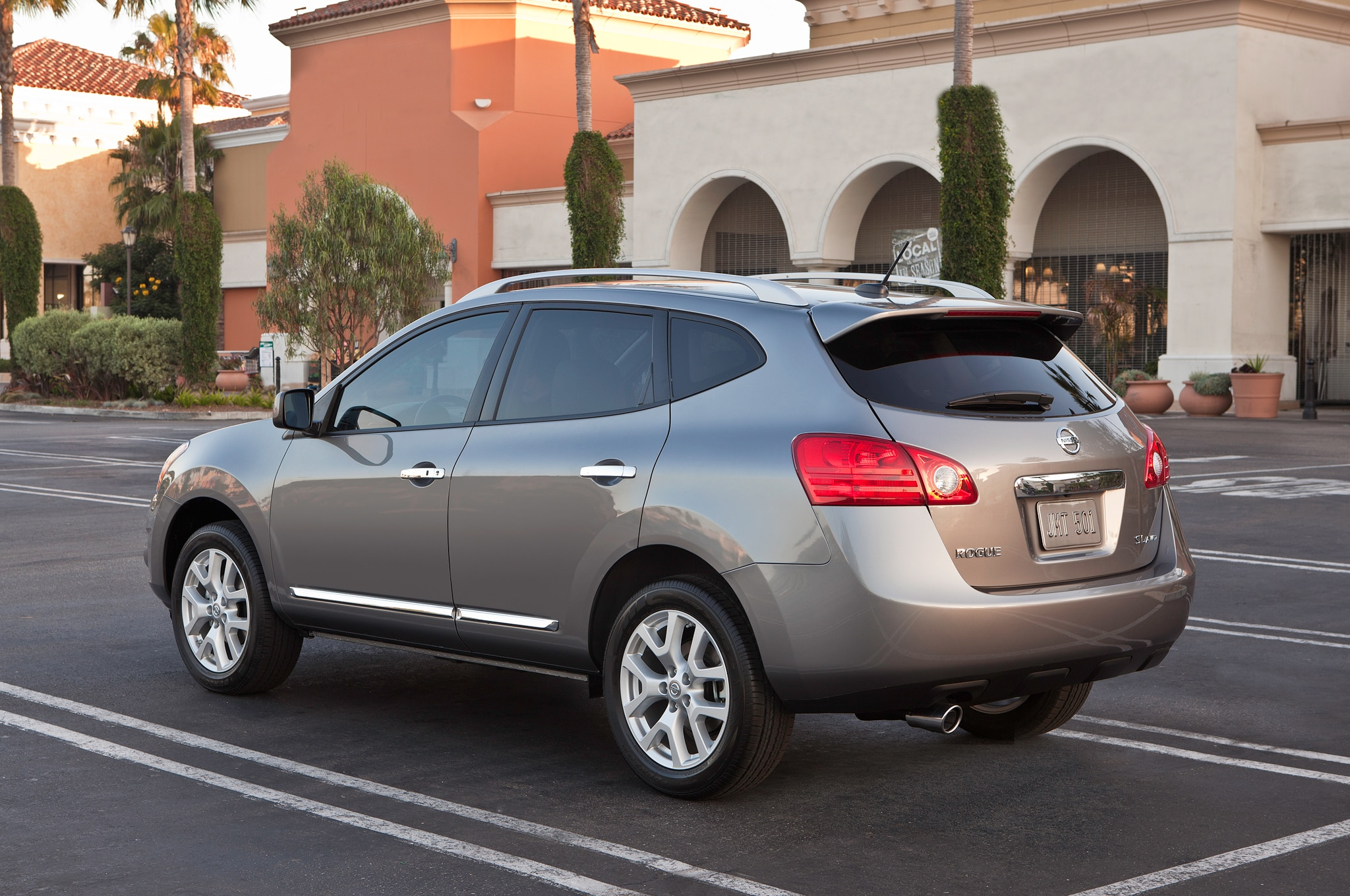 2014 Nissan Rogue Select Rear Angle1
