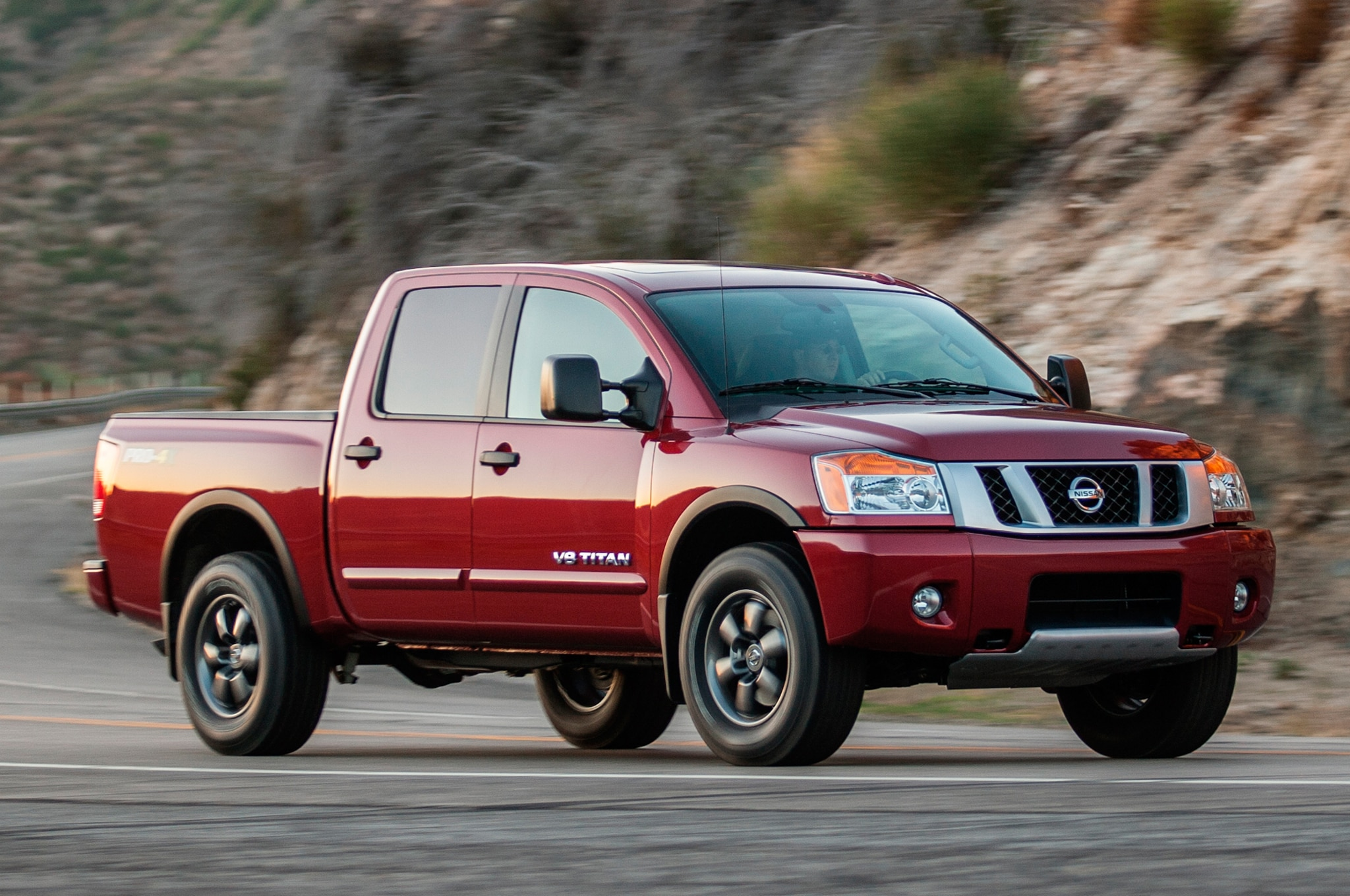 2014 Nissan Titan Front Three Quarters1