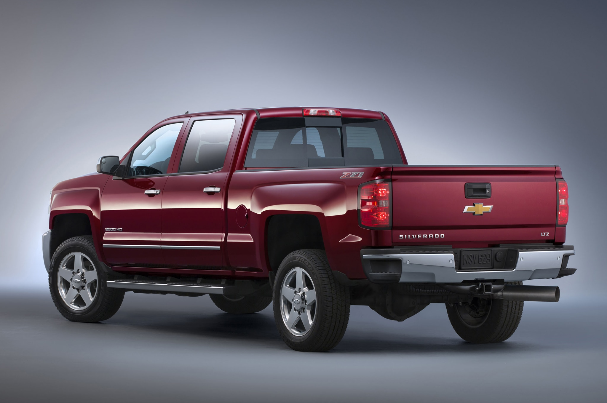 2015 chevrolet silverado and gmc sierra heavy duty first look automobile magazine. Black Bedroom Furniture Sets. Home Design Ideas