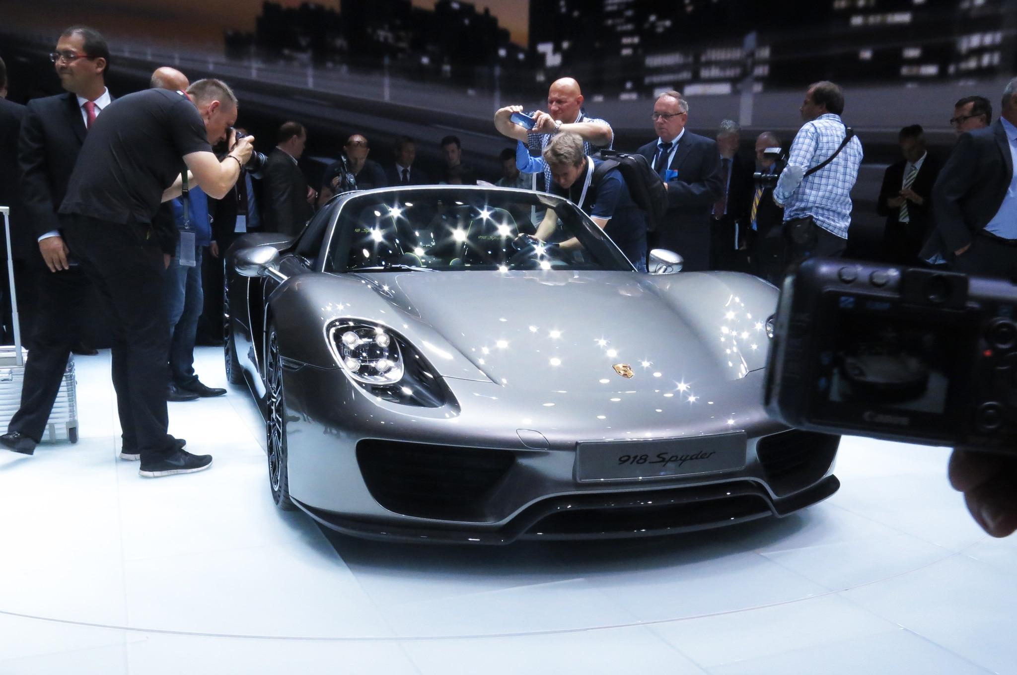 2015 Porsche 918 Spyder Live Front1