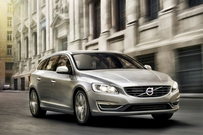 2015 Volvo V60 Front Three Quarter Motion1 660x438