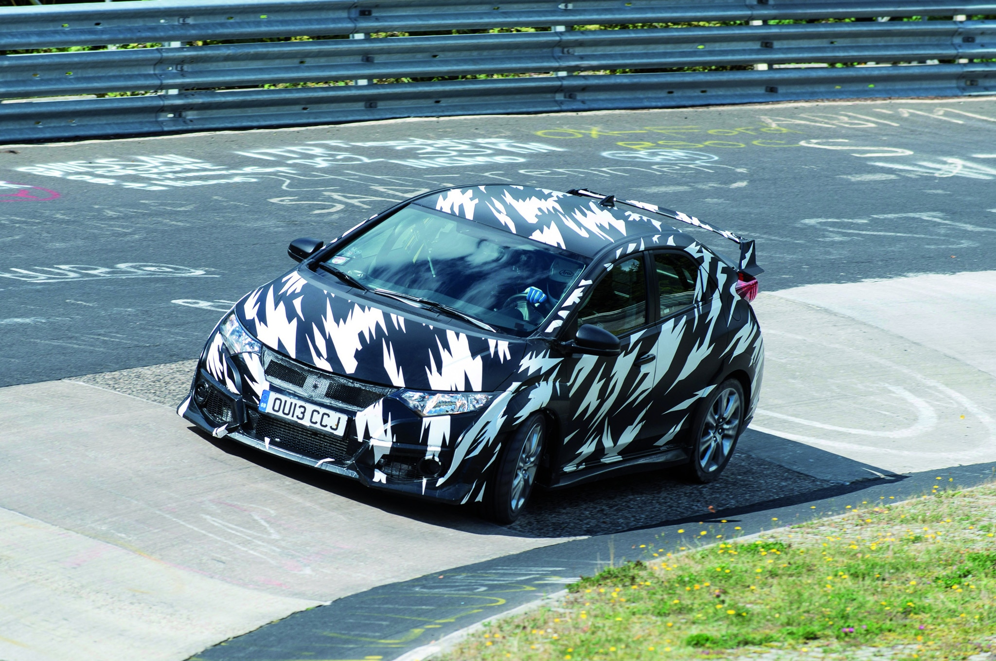 2015 Honda Civic Type R Front Three Quarters 21