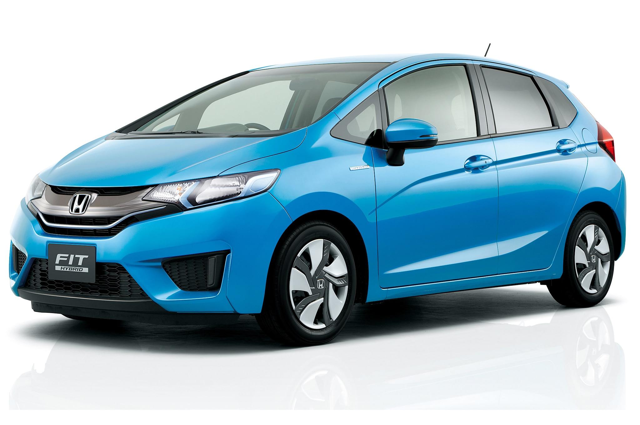 2015 Honda Fit Hybrid Front Three Quarters21