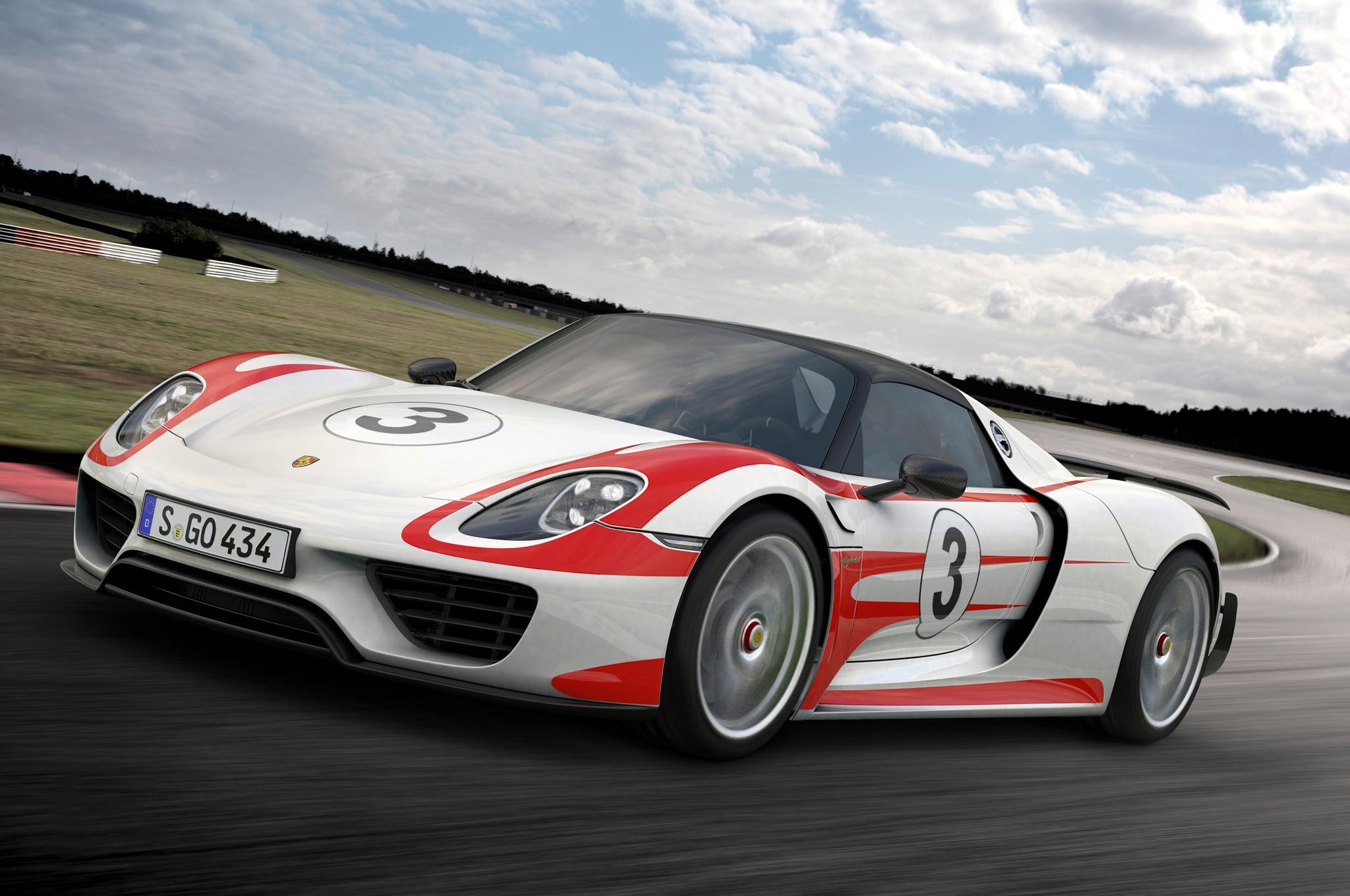 2015 Porsche 918 Spyder Weissach Front11