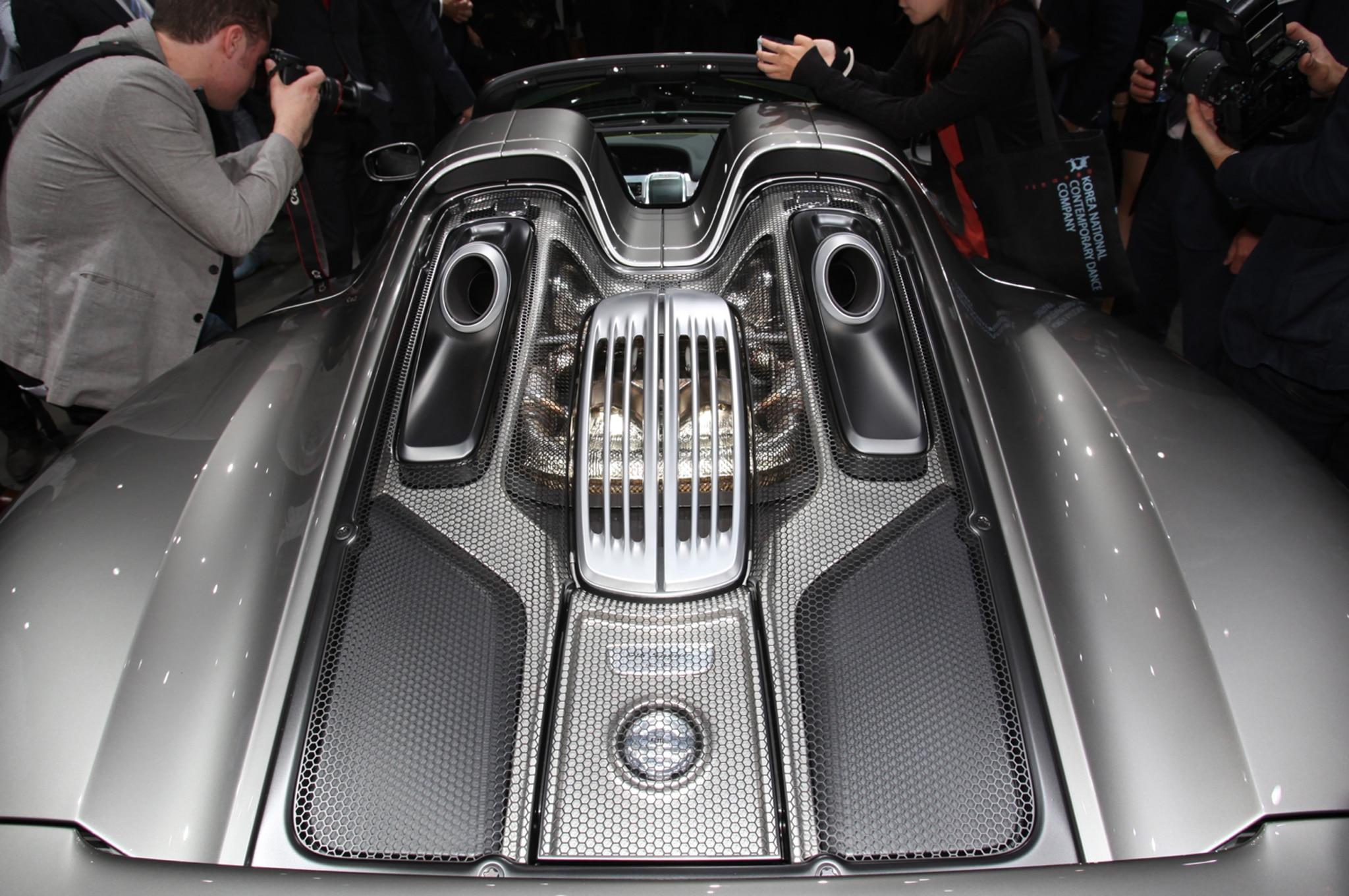 Porsche 918 Spyder Super Hybrid Engine 02