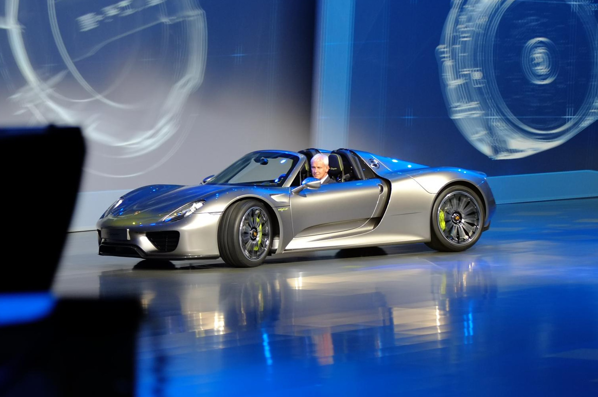 Porsche 918 Spyder Super Hybrid Side1