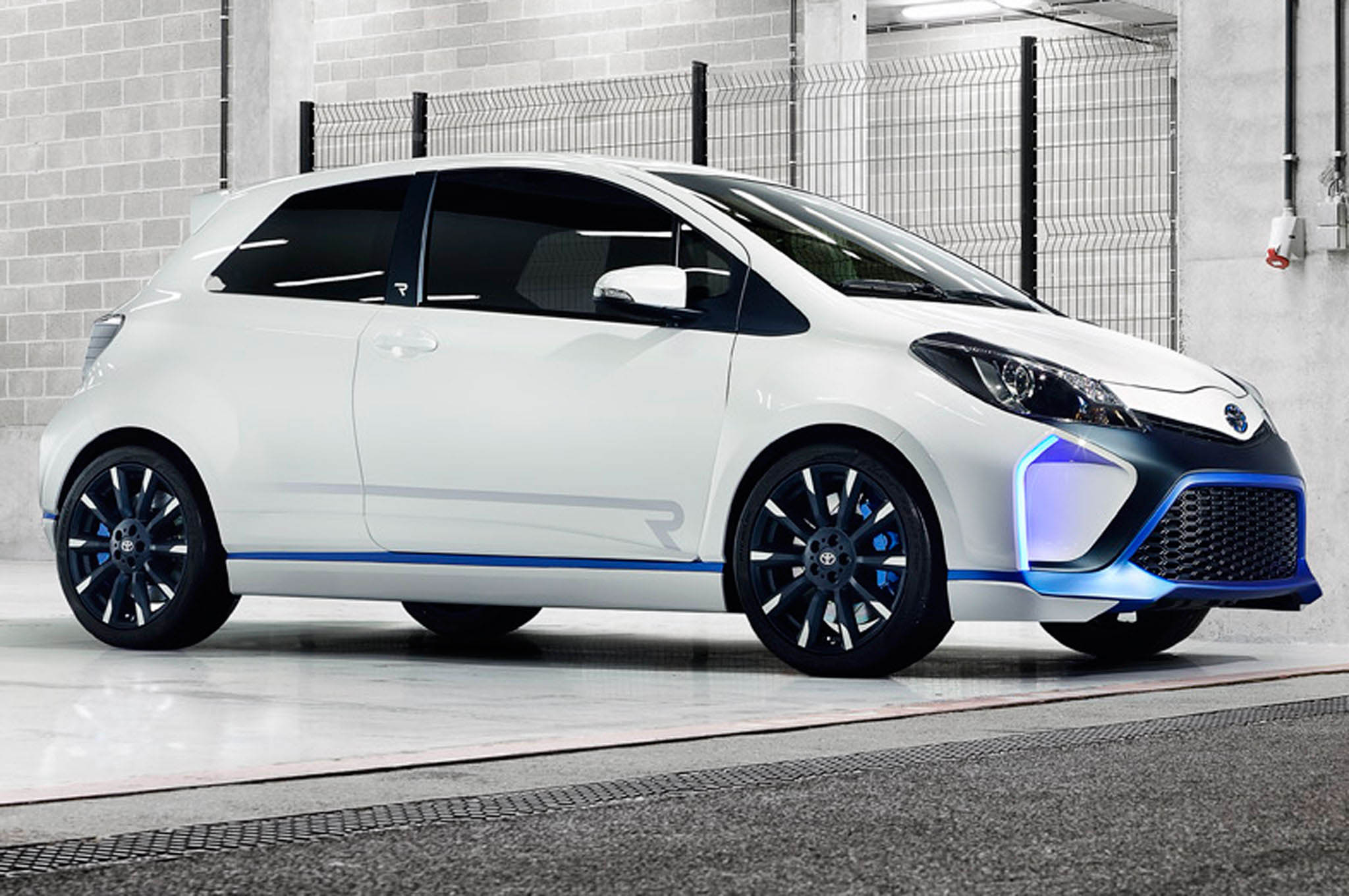 Toyota Yaris Hybrid R Concept Front 21