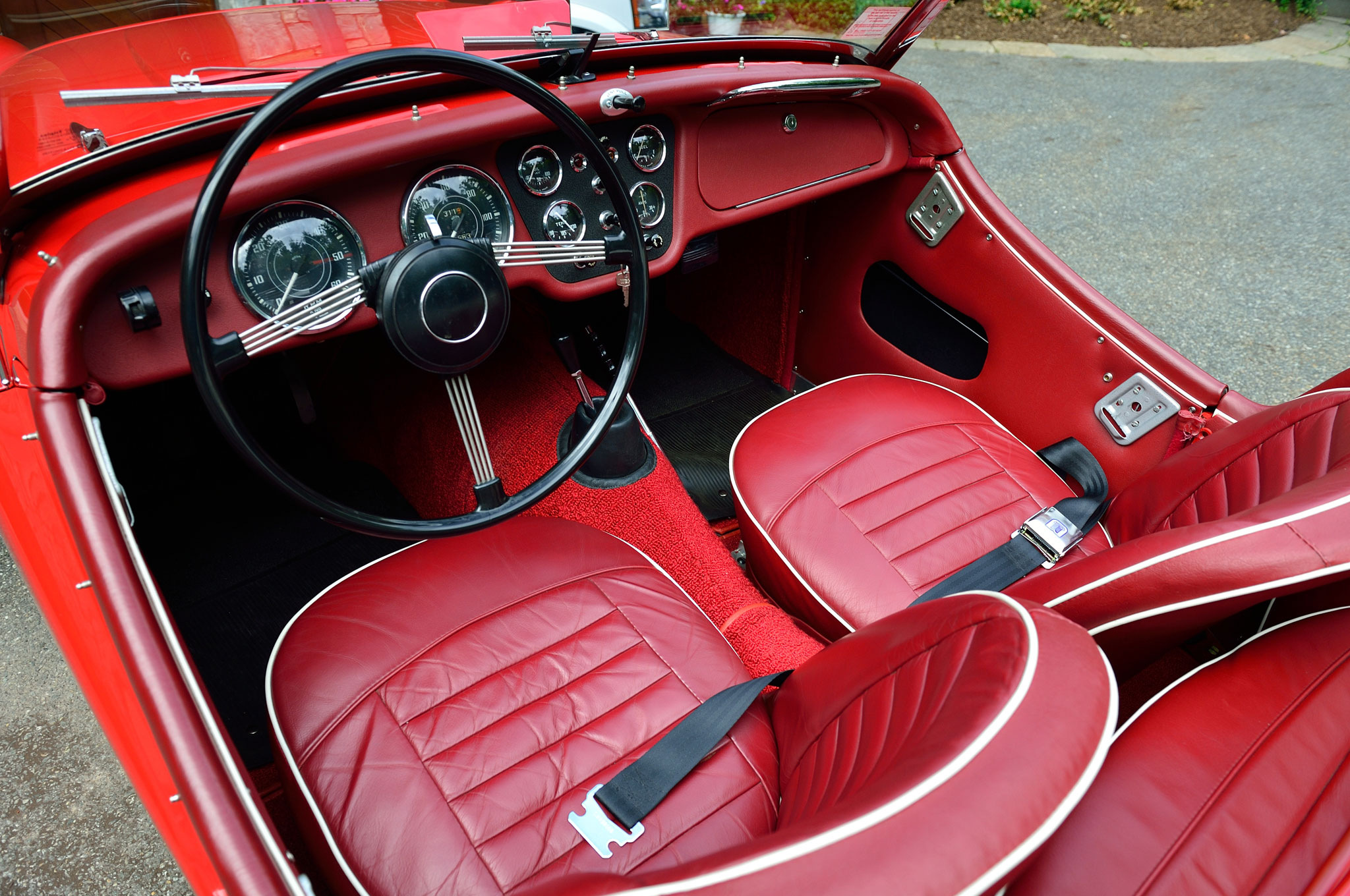 collectible classic 1953 1962 triumph tr2 tr3 automobile magazine. Black Bedroom Furniture Sets. Home Design Ideas