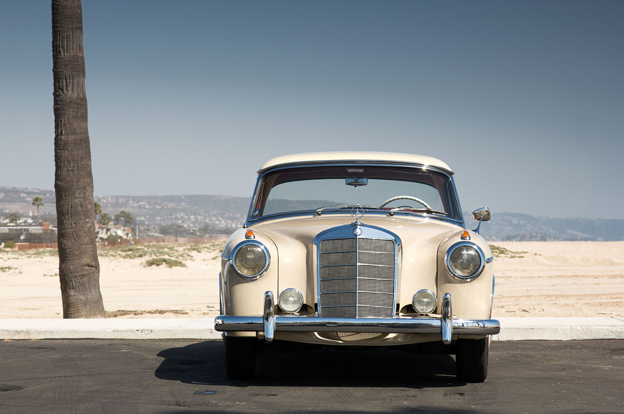 1956 1960 Mercedes Benz 220S 220SE Front View1