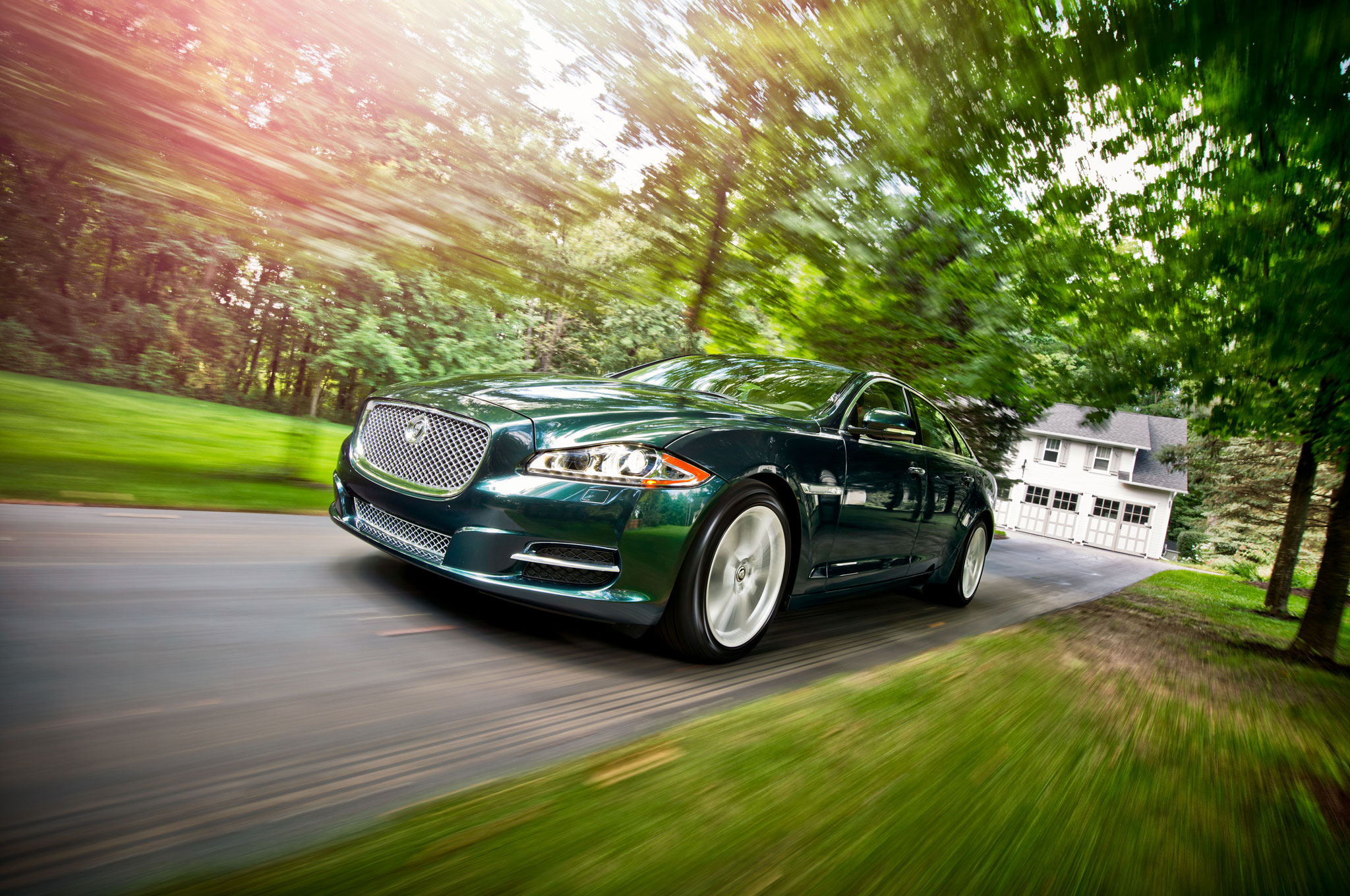 2013 Jaguar XJL Portfolio AWD Front Left View1