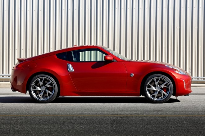 2013 Nissan 370Z Coupe Profile1 660x438