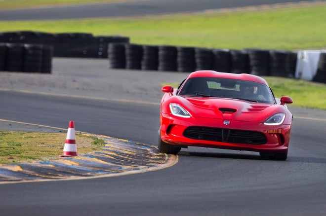 2013 SRT Viper On Track Front 660x438
