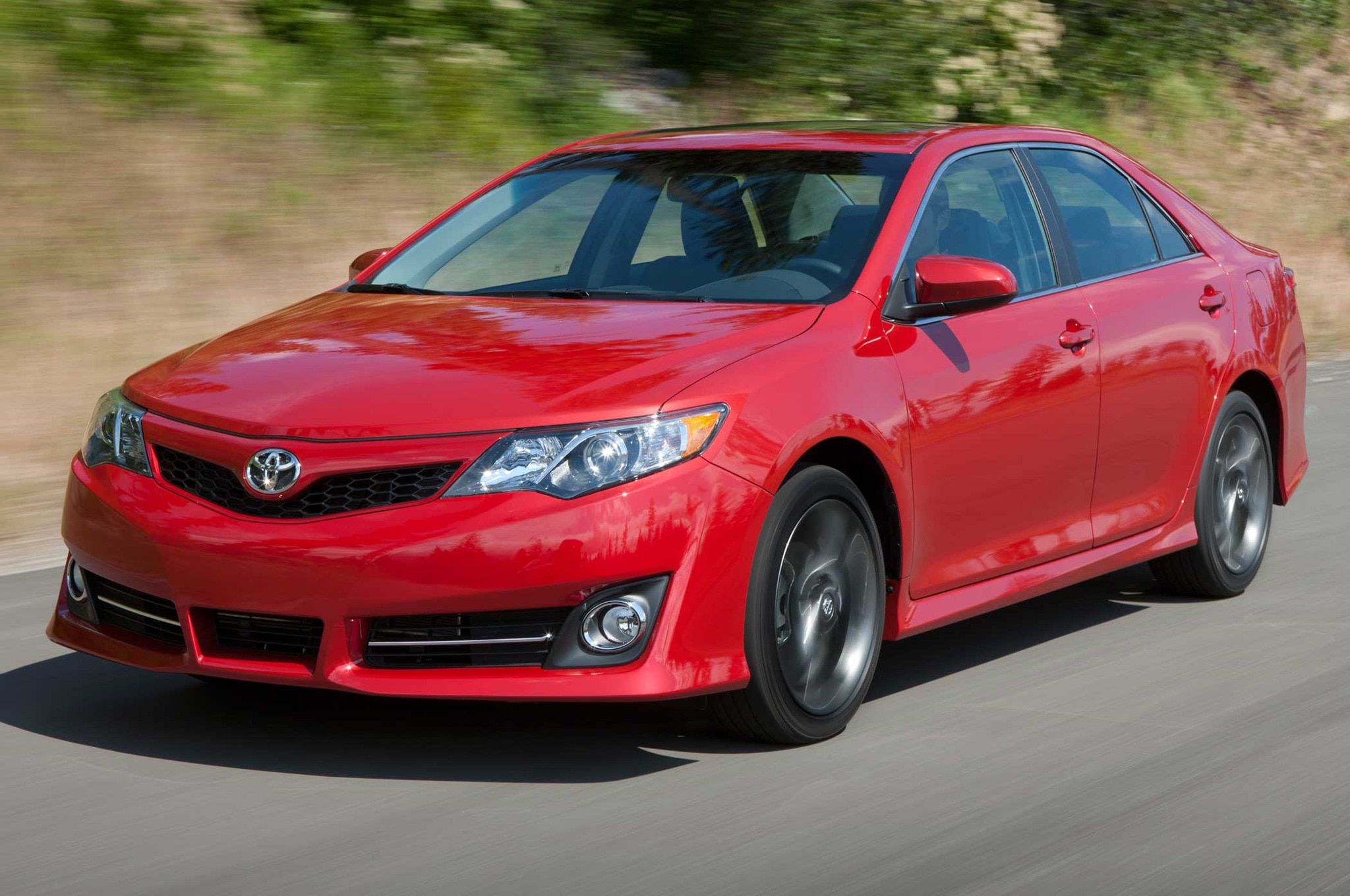 2013 Toyota Camry Front Three Quarter Motion Red1