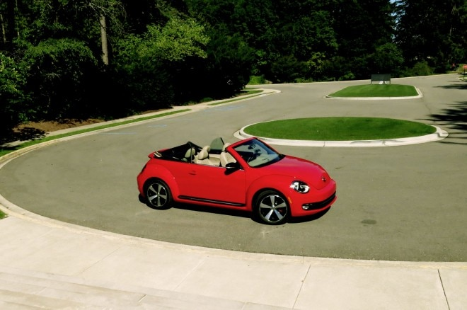 2013 Volkswagen Beetle Turbo Convertible Front Right Side View1 660x438
