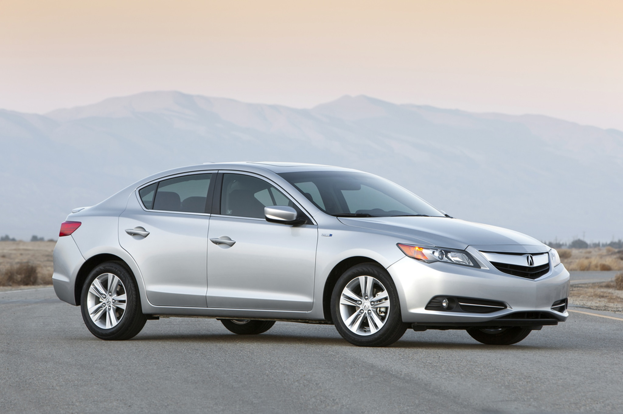 2014 Acura ILX Hybrid Front Side1