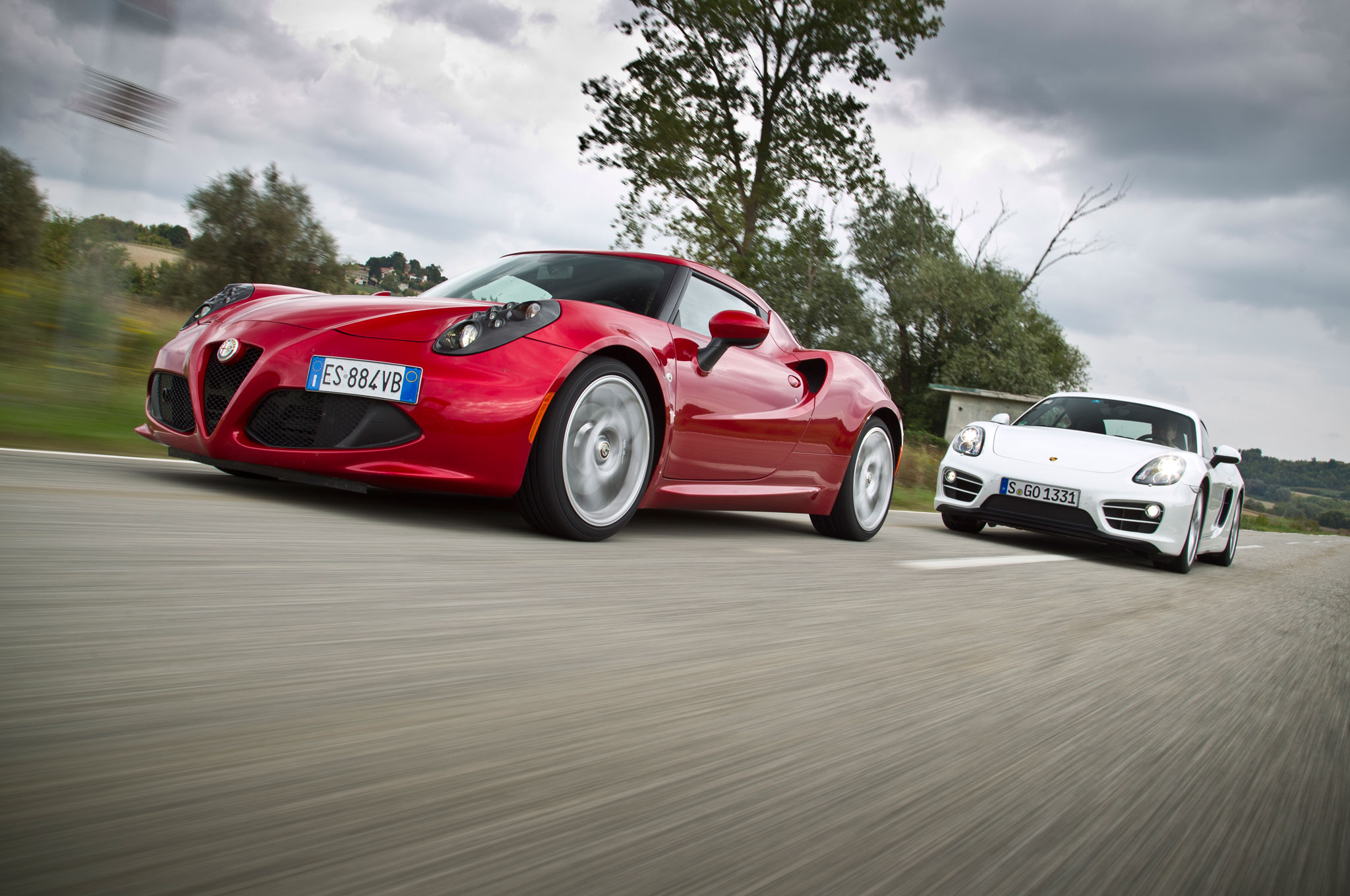 2014 Alfa Romeo 4C Vs 2014 Porsche Cayman Front Left View1