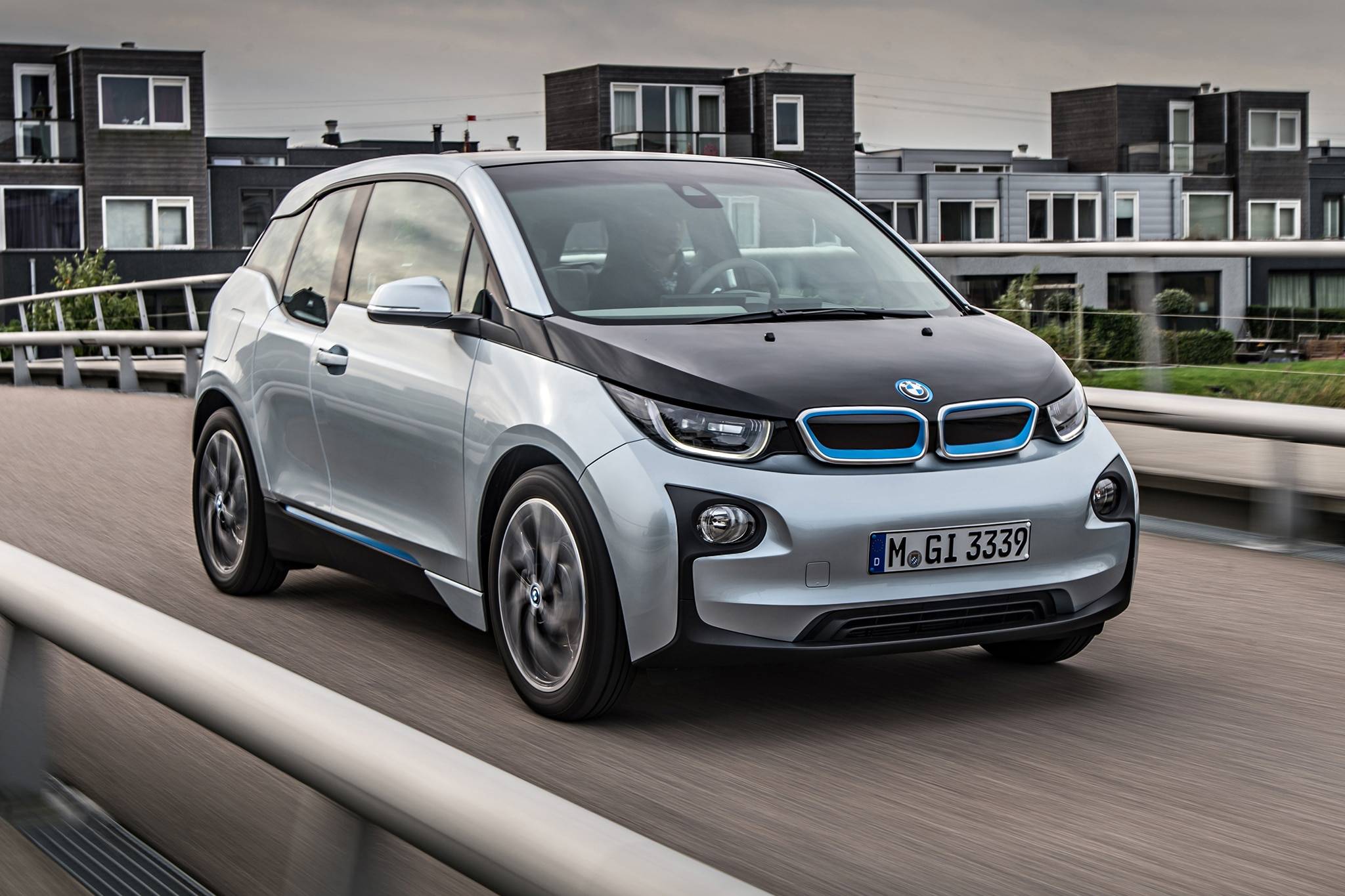 2014 BMW I3 EDrive Passengers Three Quarters In Motion1