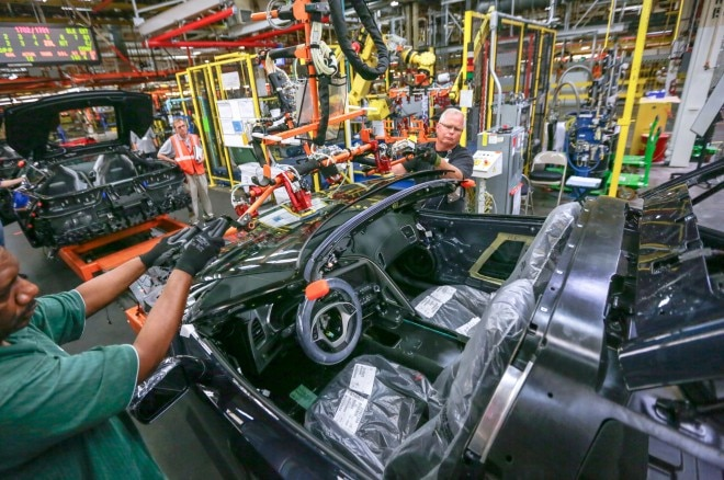 2014 Chevrolet Corvette Assembly Line 11 660x438