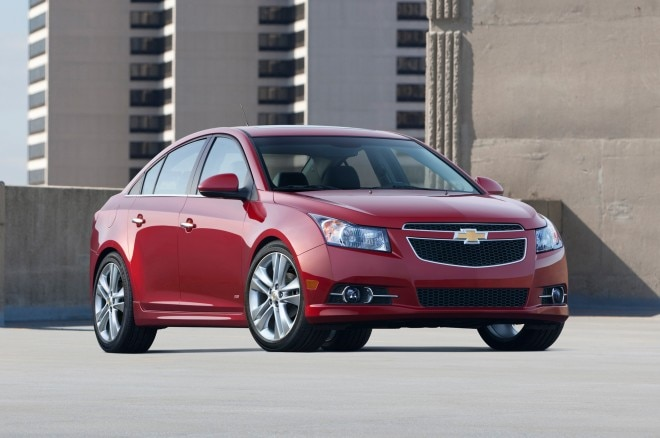 2014 Chevrolet Cruze Front Three Quarter2 660x438