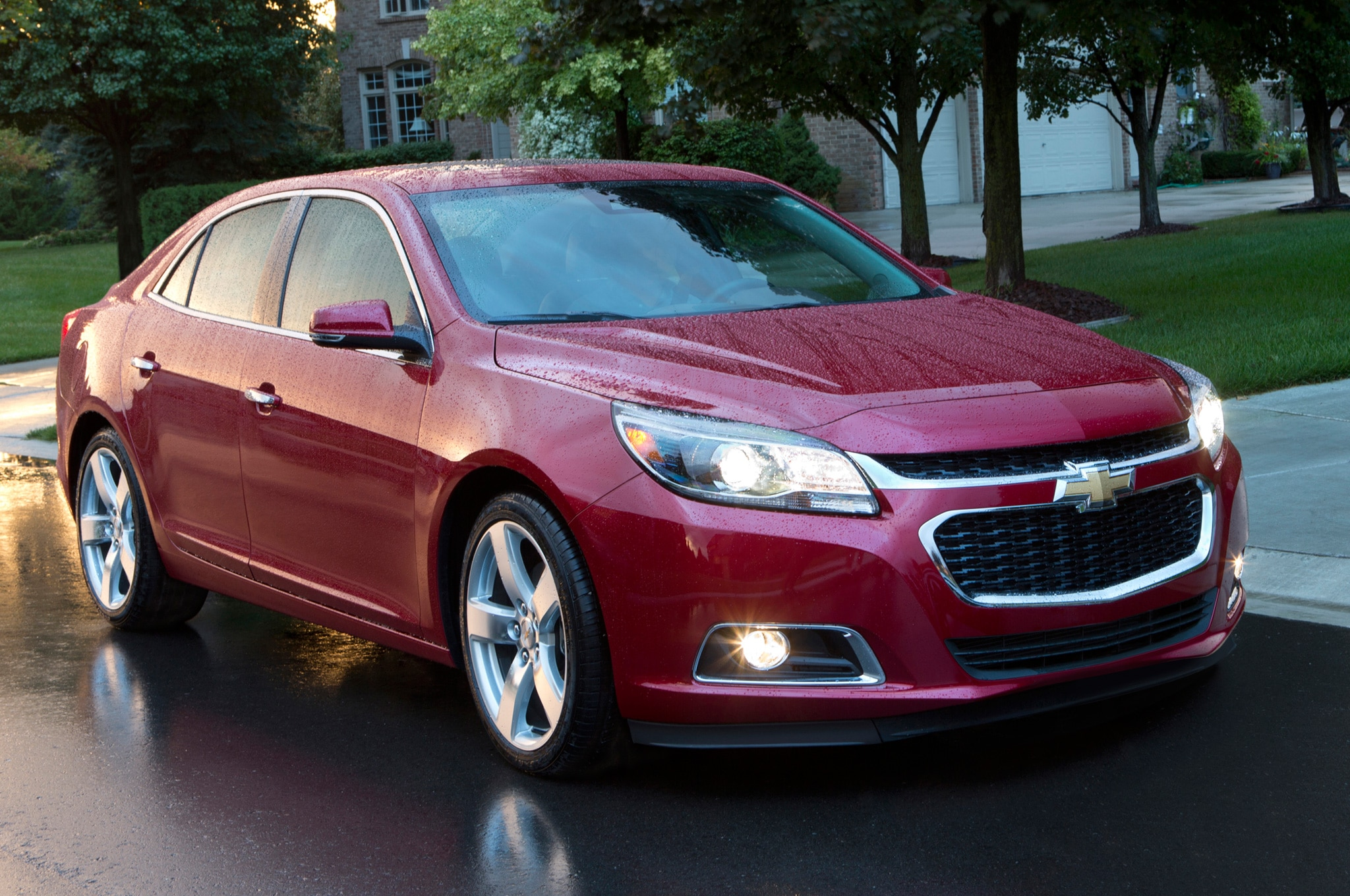 2014 Chevrolet Malibu Front Three Quarters View1
