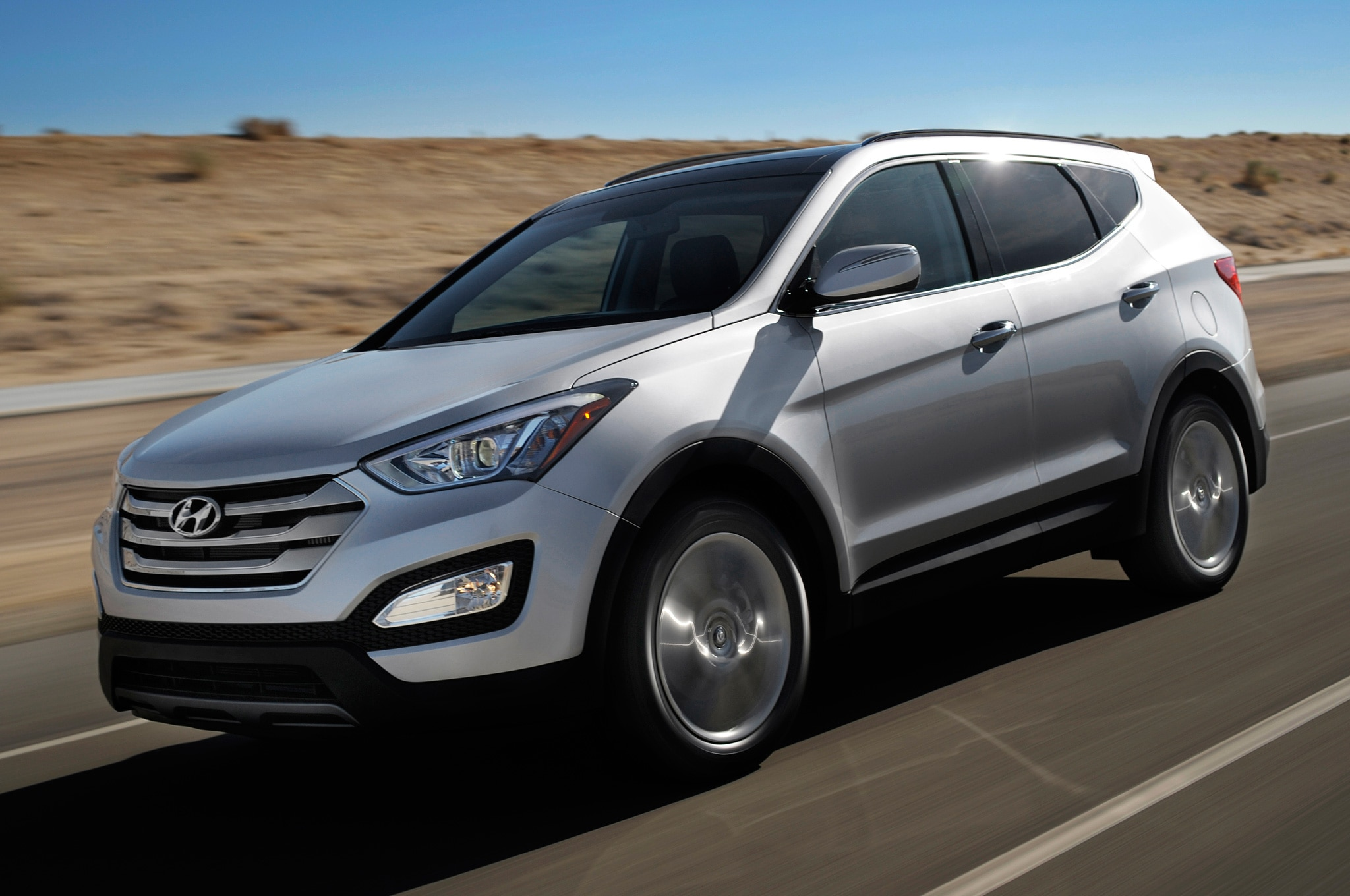 2014 Hyundai Santa Fe Sport Front Three Quarter Motion 21