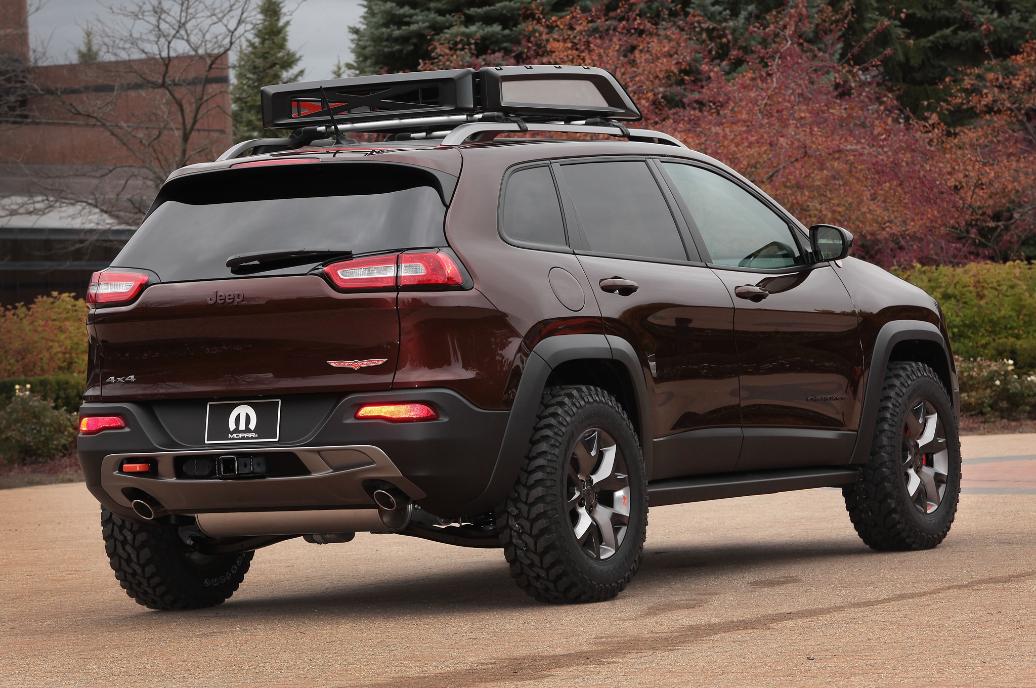 chrysler unveils 2014 jeep cherokee ram sun chaser sema. Black Bedroom Furniture Sets. Home Design Ideas