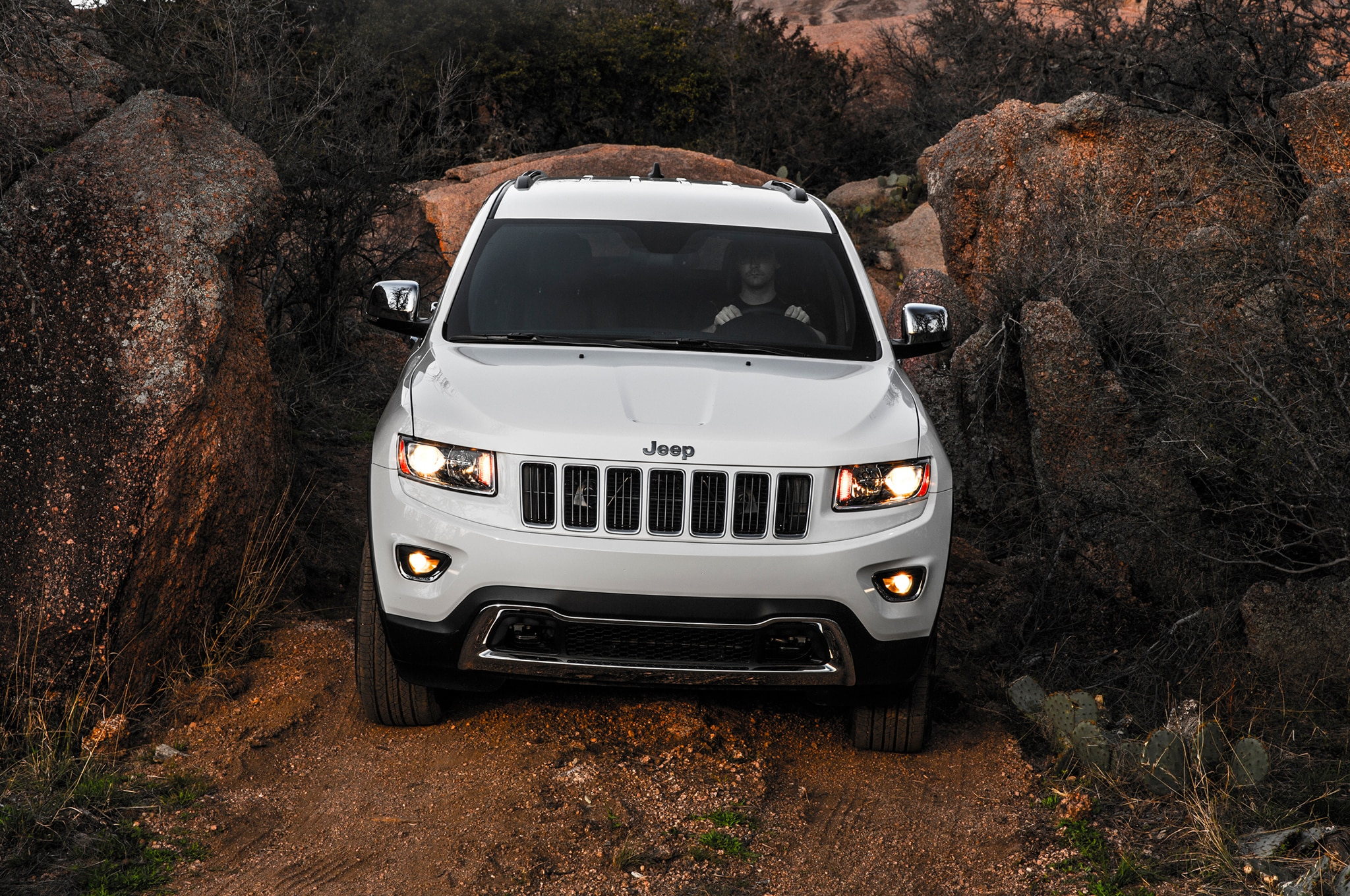 2014 Jeep Grand Cherokee Limited Front1