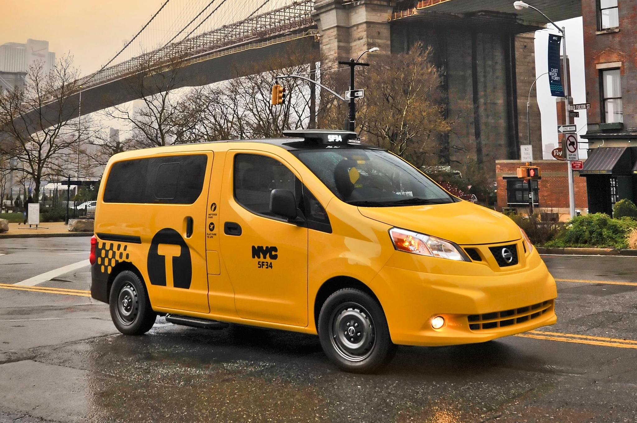 2014 Nissan NV200 Taxi Front Three Quarters Brooklyn Bridge1