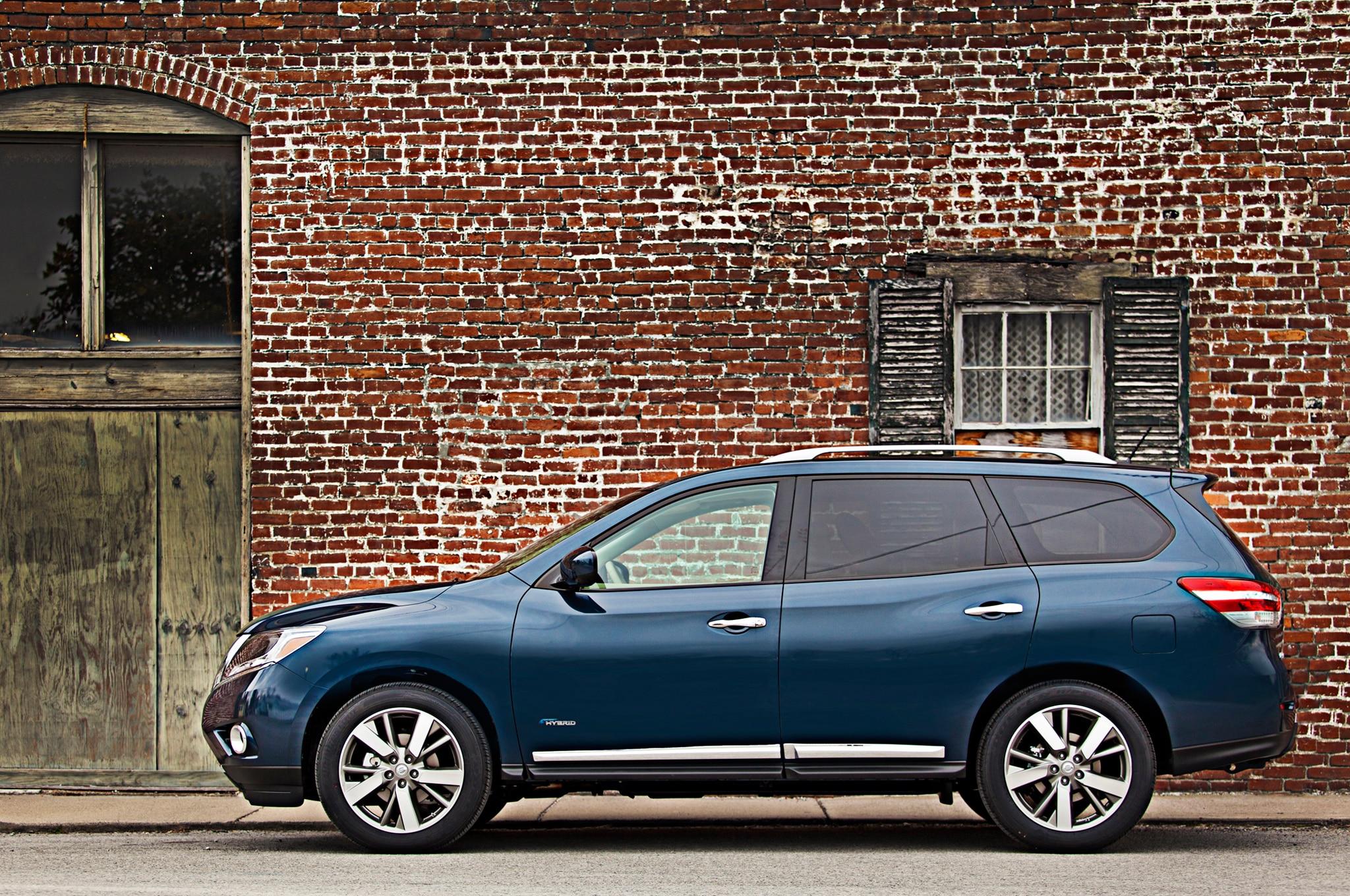 2014 Nissan Pathfinder Hybrid Profile1
