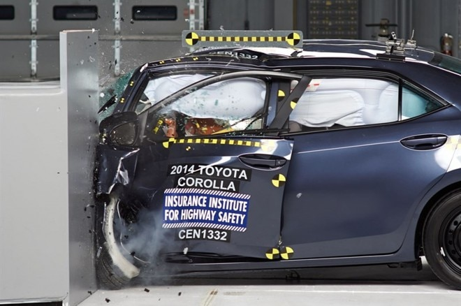 2014 Toyota Corolla Crash Test11 660x438