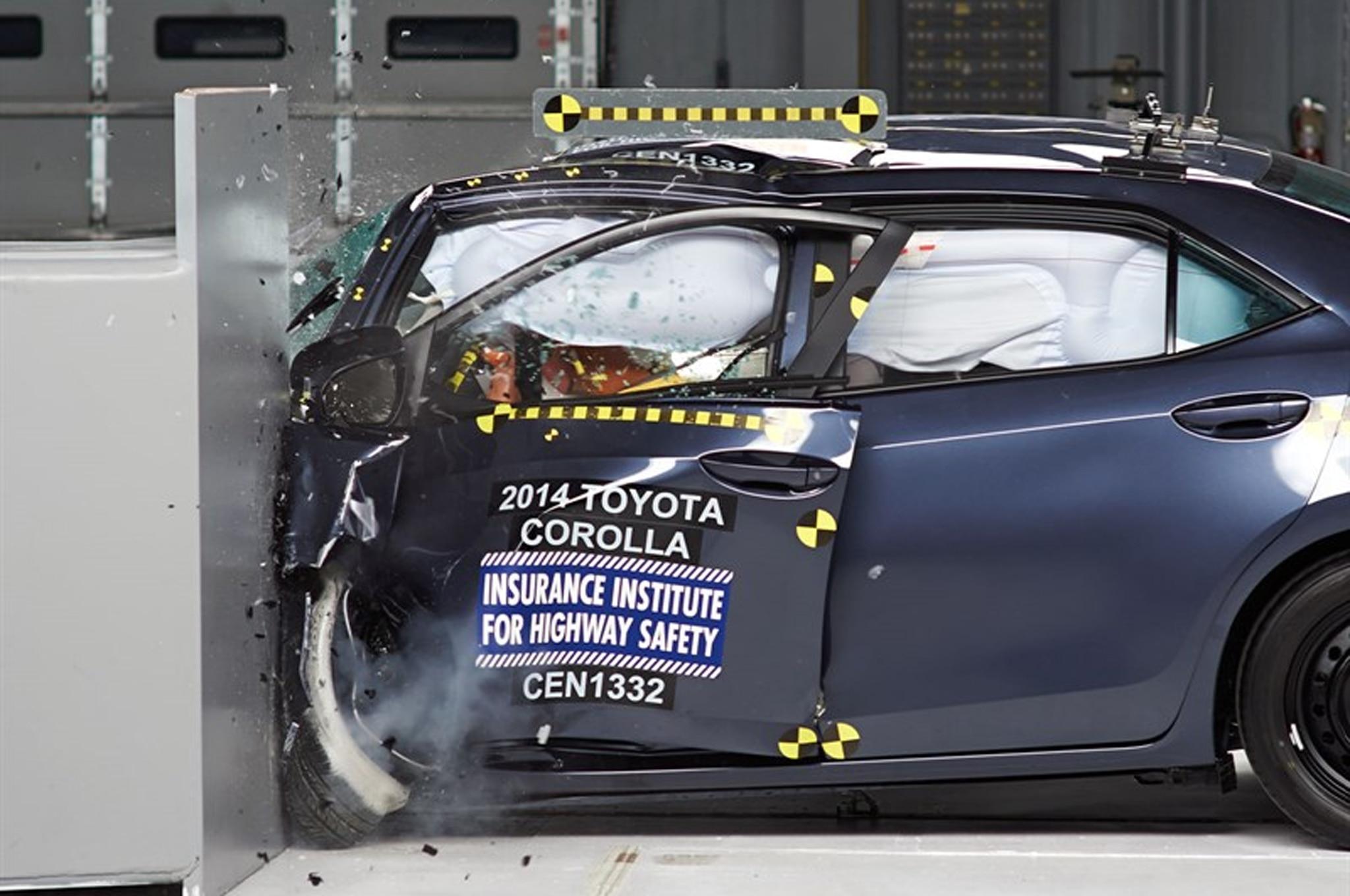 2014 Toyota Corolla Crash Test11