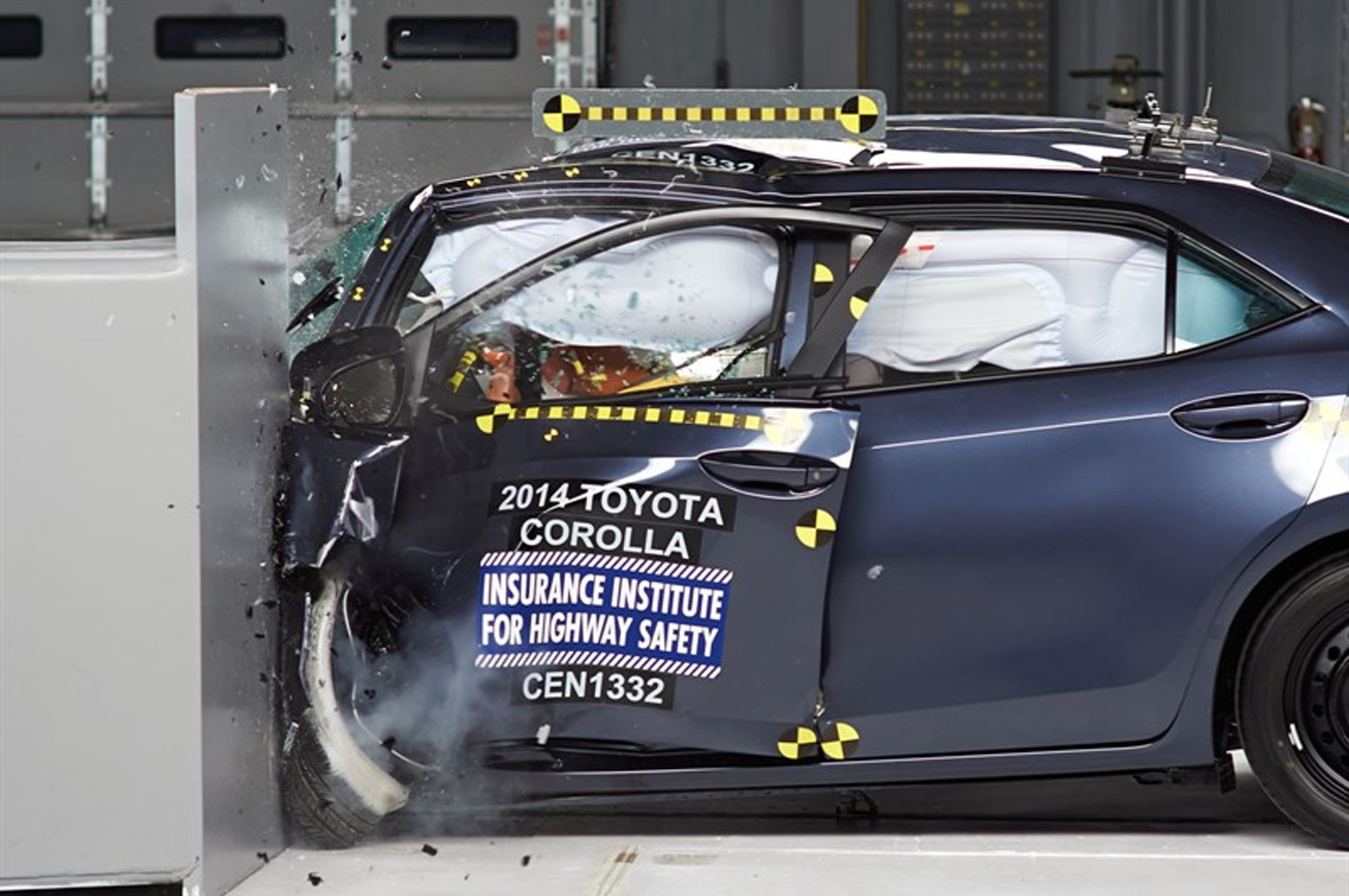 2014 Toyota Corolla Crash Test2