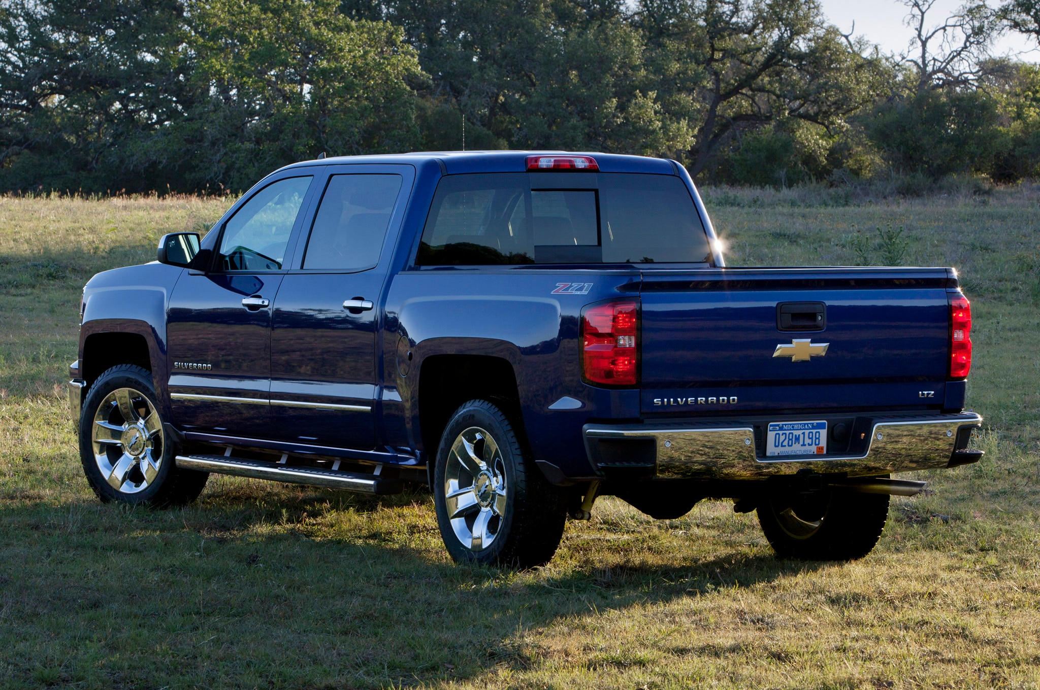 2014 chevrolet silverado and gmc sierra 6 2l v 8 rated by epa. Black Bedroom Furniture Sets. Home Design Ideas