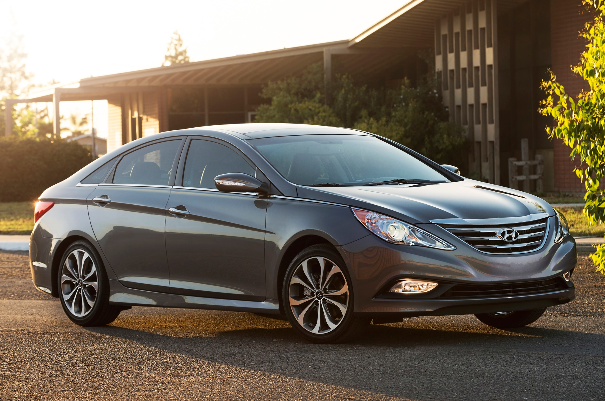 2014 Hyundai Sonata Front Three Quarters 21