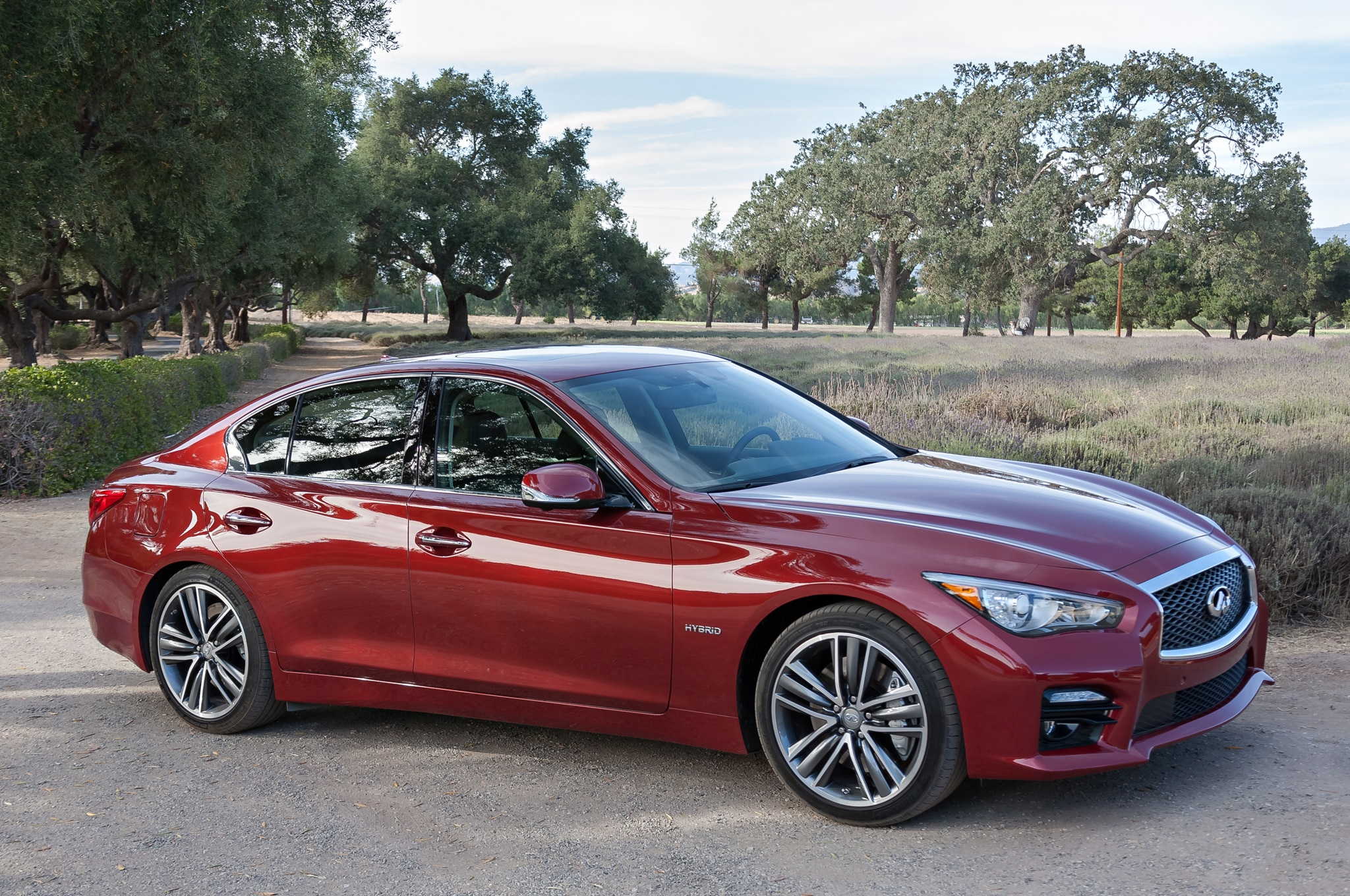 2014 Infiniti Q50 Right Front Angle1