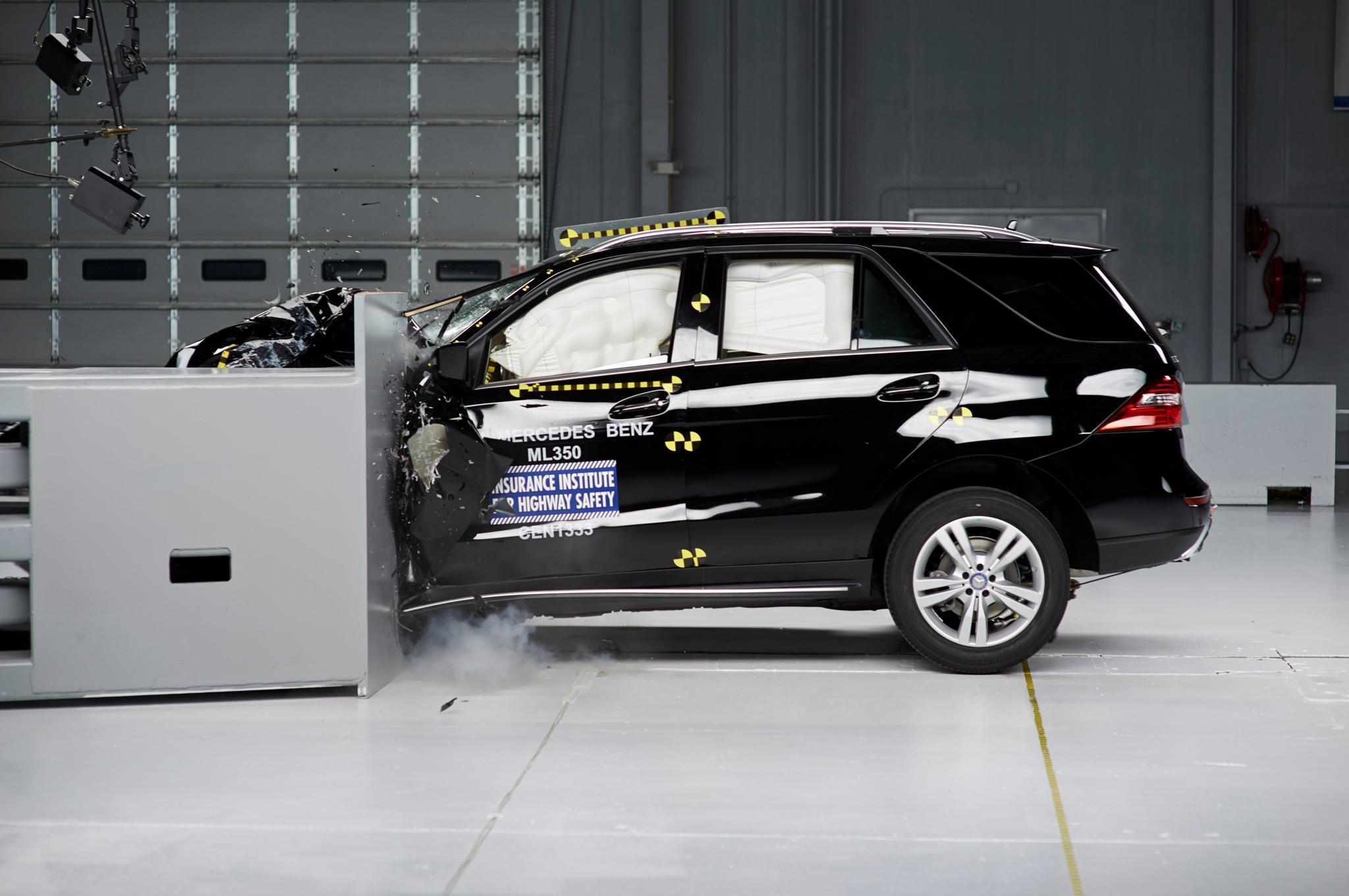 2014 Mercedes Ml Crash Test 21