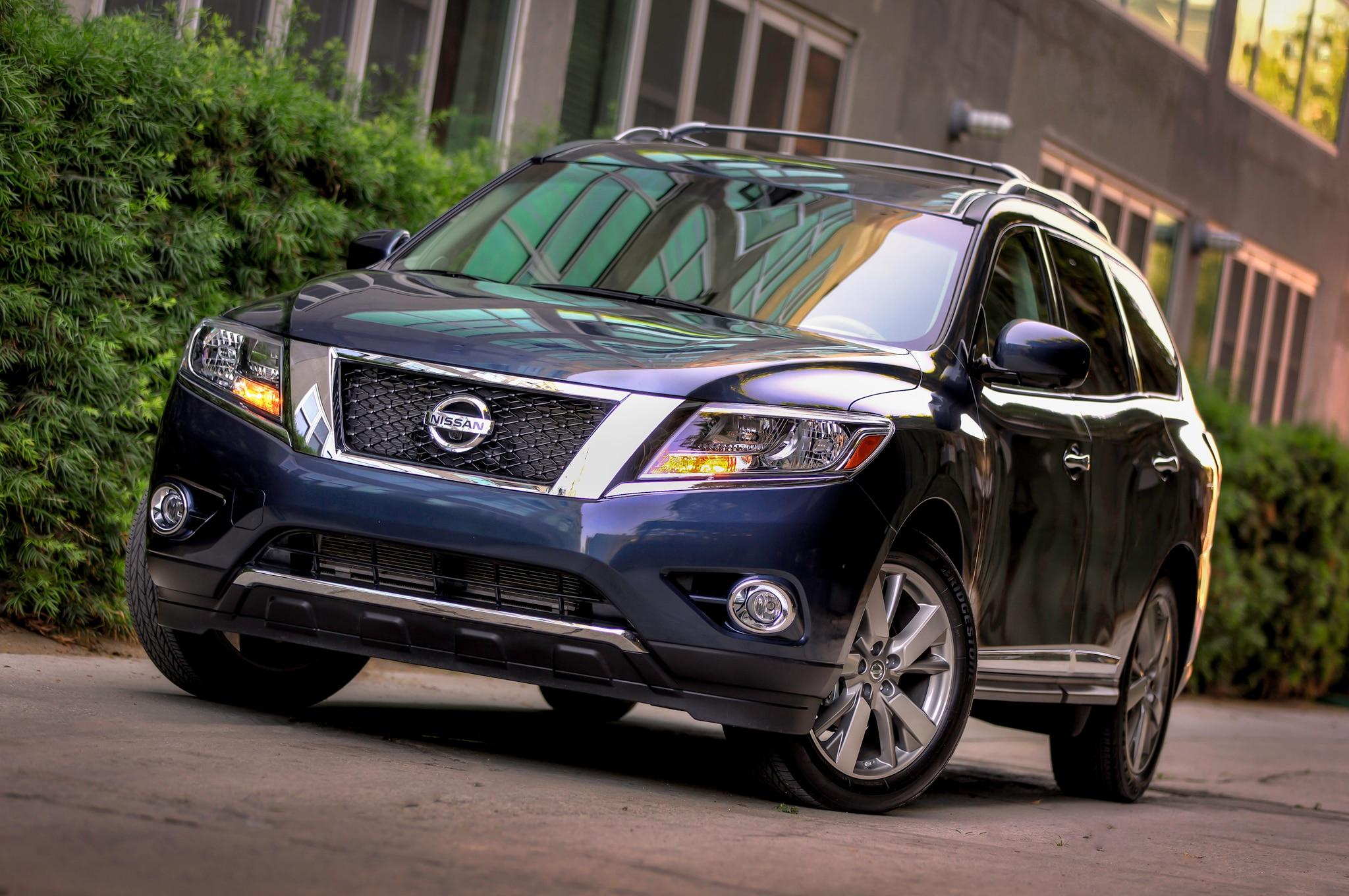 2014 Nissan Pathfinder Front Three Quarters1