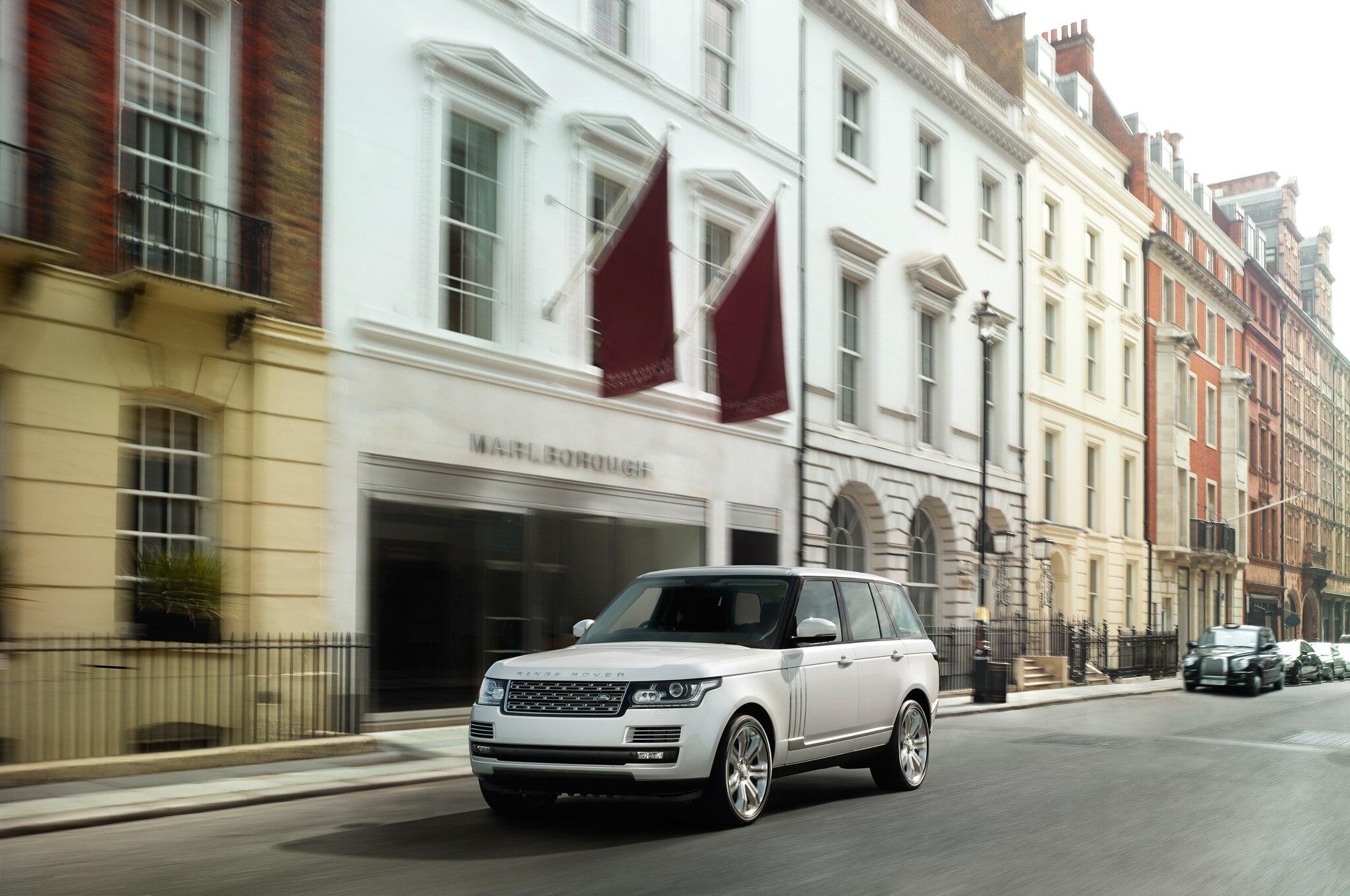 2014 Range Rover Auto Black Front 3 Quarters Outside1