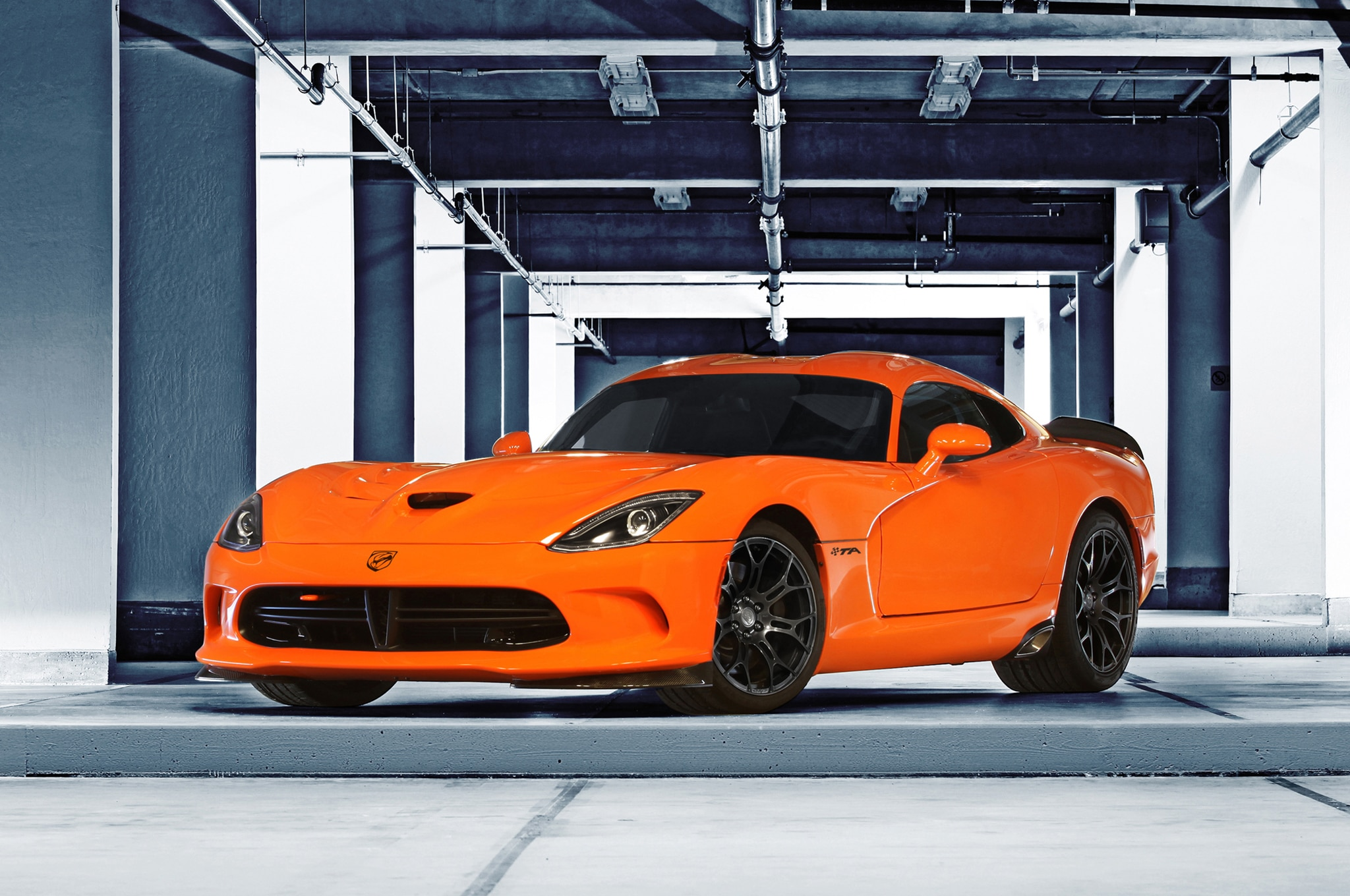 2014 Srt Viper Front Three Quarters 21