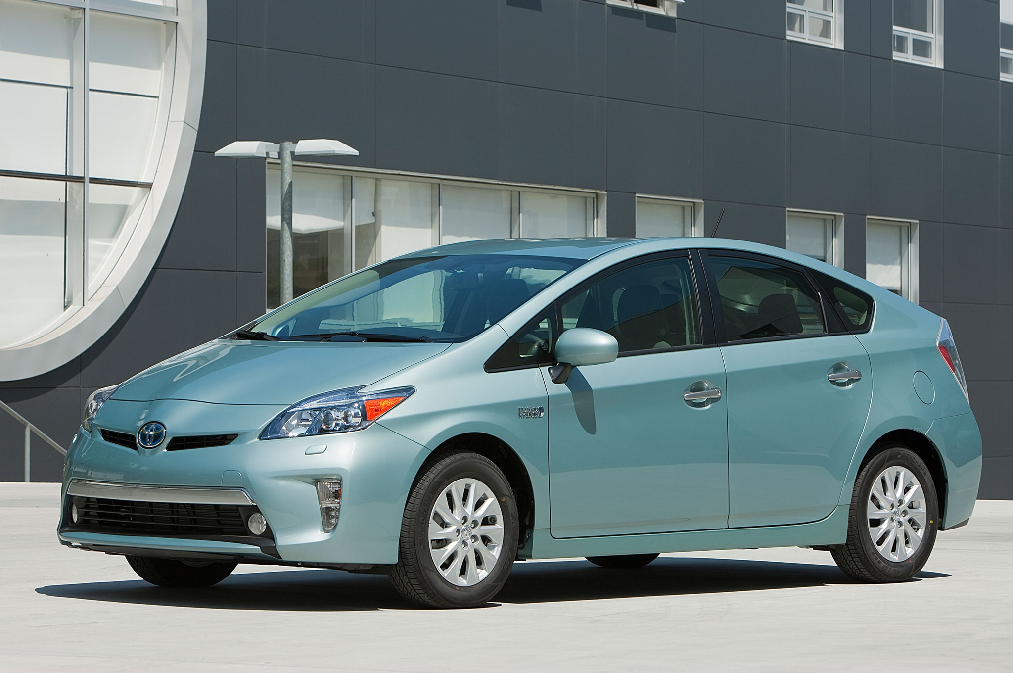 2014 Toyota Prius Plugin Front Three Quarters1
