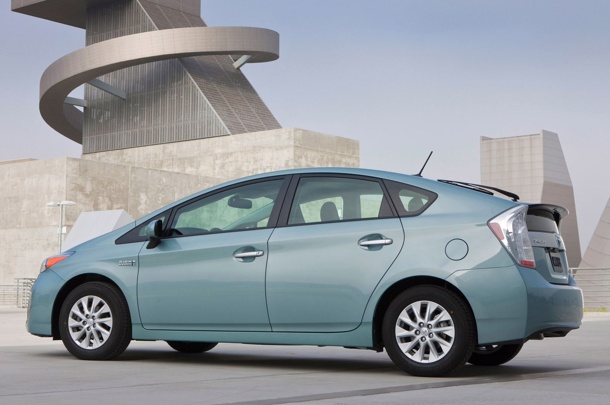 2014 toyota prius plug in receives 2000 price cut. Black Bedroom Furniture Sets. Home Design Ideas