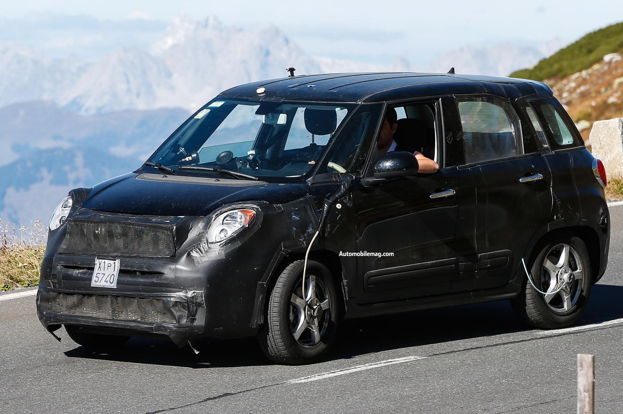 2015 Fiat 500X Spied Front Three Quarter 11