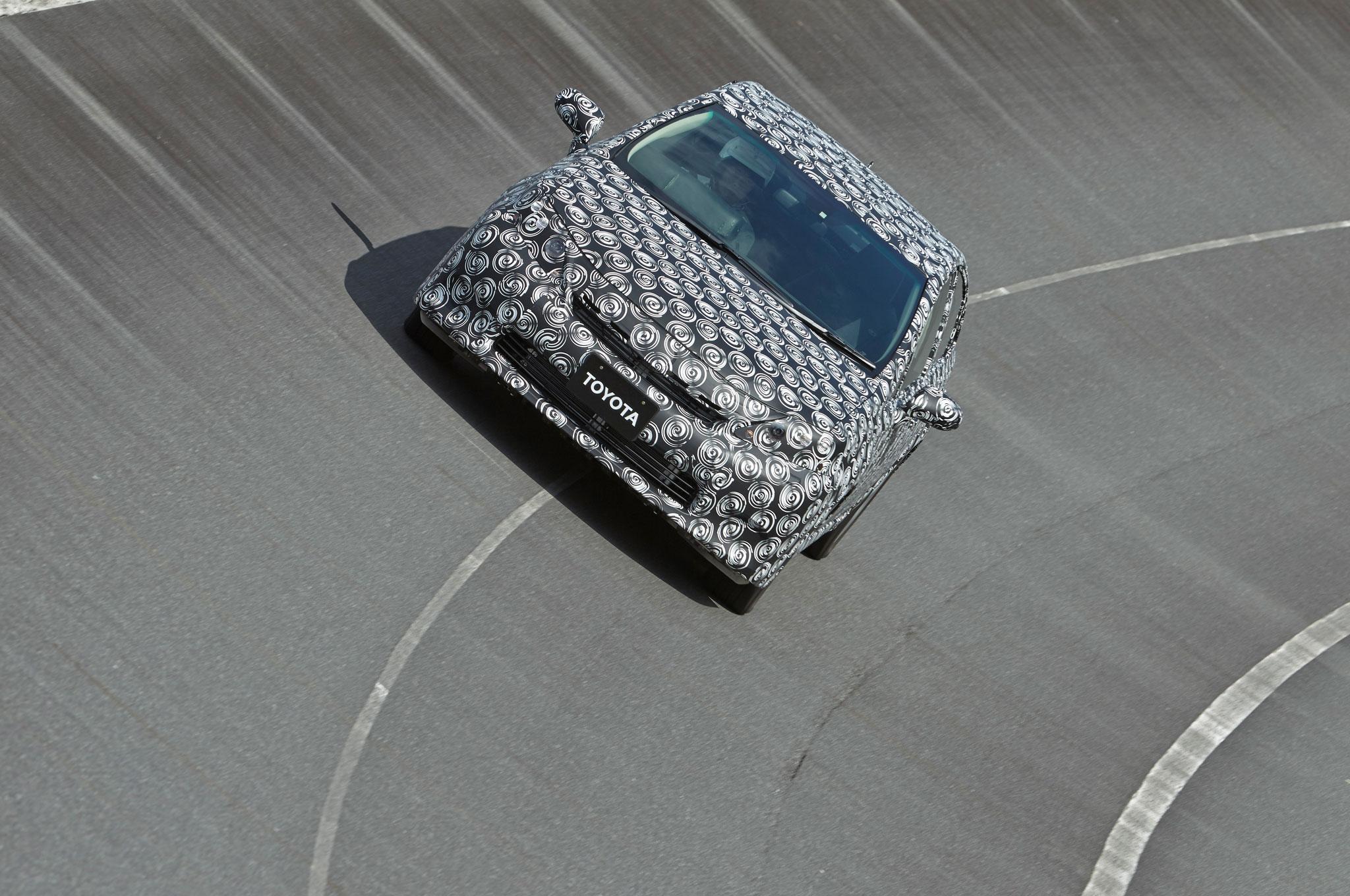 2015 Toyota Hydrogen Sedan Prototype Front View 21