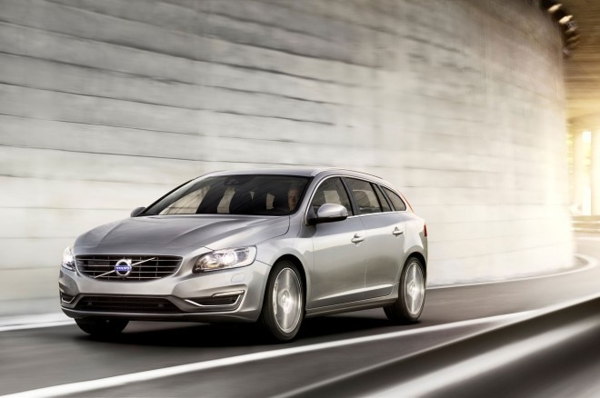 2015 Volvo V60 Front Left View 21 660x438