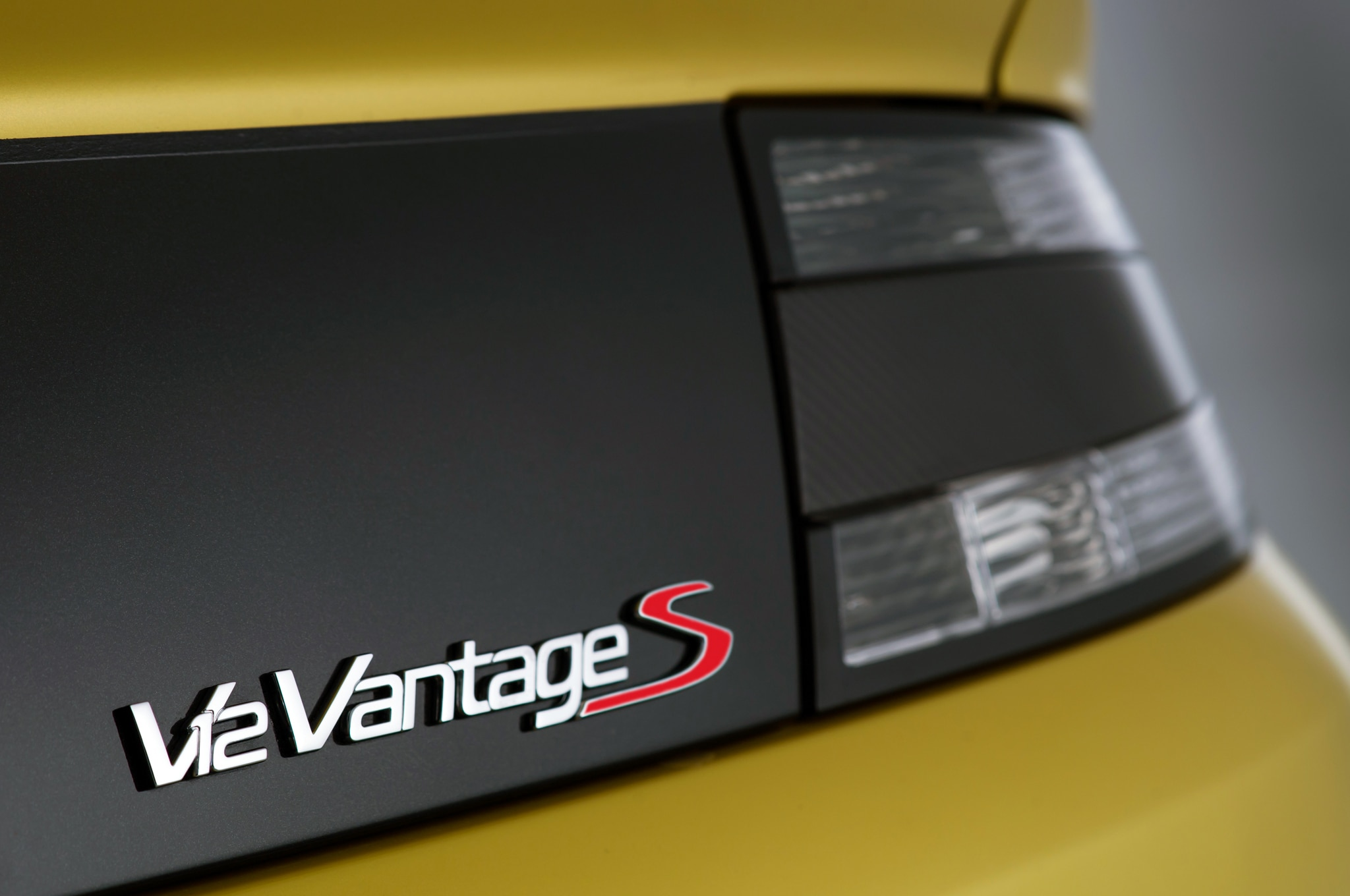 2015 Aston Martin V12 Vantage S Rear Badge1
